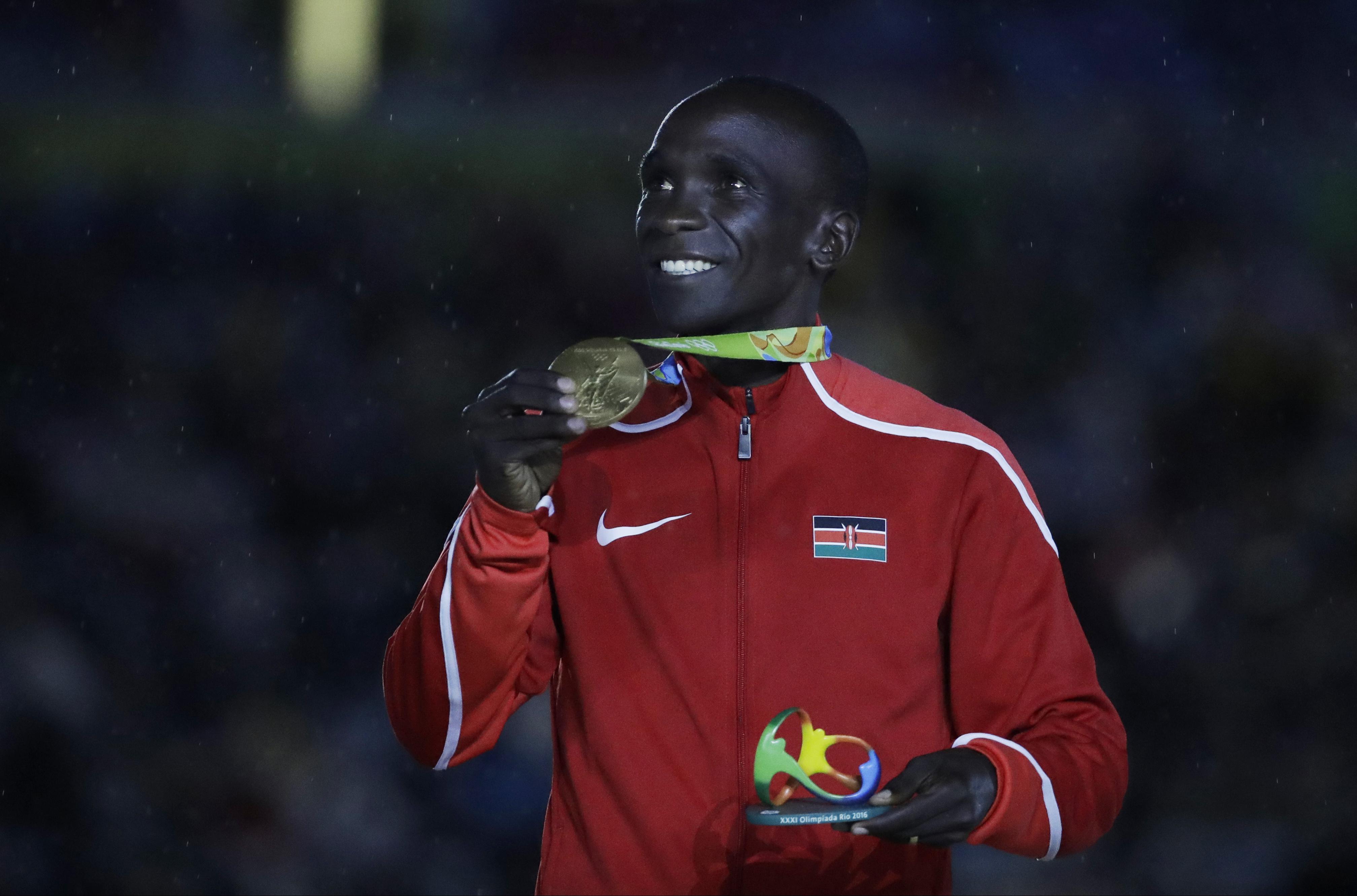 Kenya's gold medal winner Eliud Kipchoge poses during the medal ceremony for the men's marathon during the closing ceremony in the Maracana stadium at the 2016 Summer Olympics in Rio de Janeiro, Brazil, Sunday, Aug. 21, 2016.