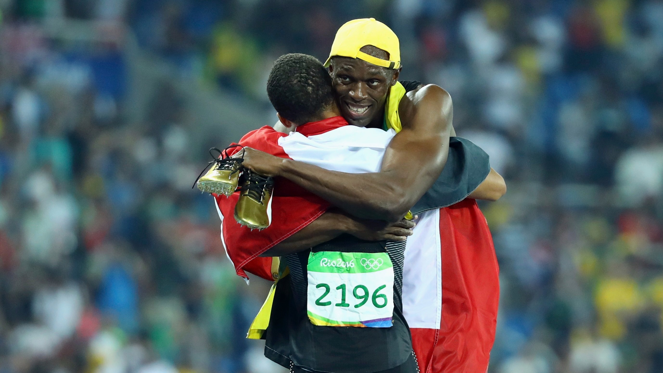2016 Rio Olympics - Athletics - Final - Men's 100m Final - Olympic Stadium - Rio de Janeiro, Brazil - 14/08/2016. Gold medalist Usain Bolt (JAM) of Jamaica embraces bronze medalist Andre De Grasse (CAN) of Canada.  REUTERS/Lucy Nicholson FOR EDITORIAL USE ONLY. NOT FOR SALE FOR MARKETING OR ADVERTISING CAMPAIGNS.   - RTX2KV2X