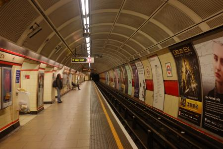Nearly-empty-Bethnal-Green-London-Tube-station