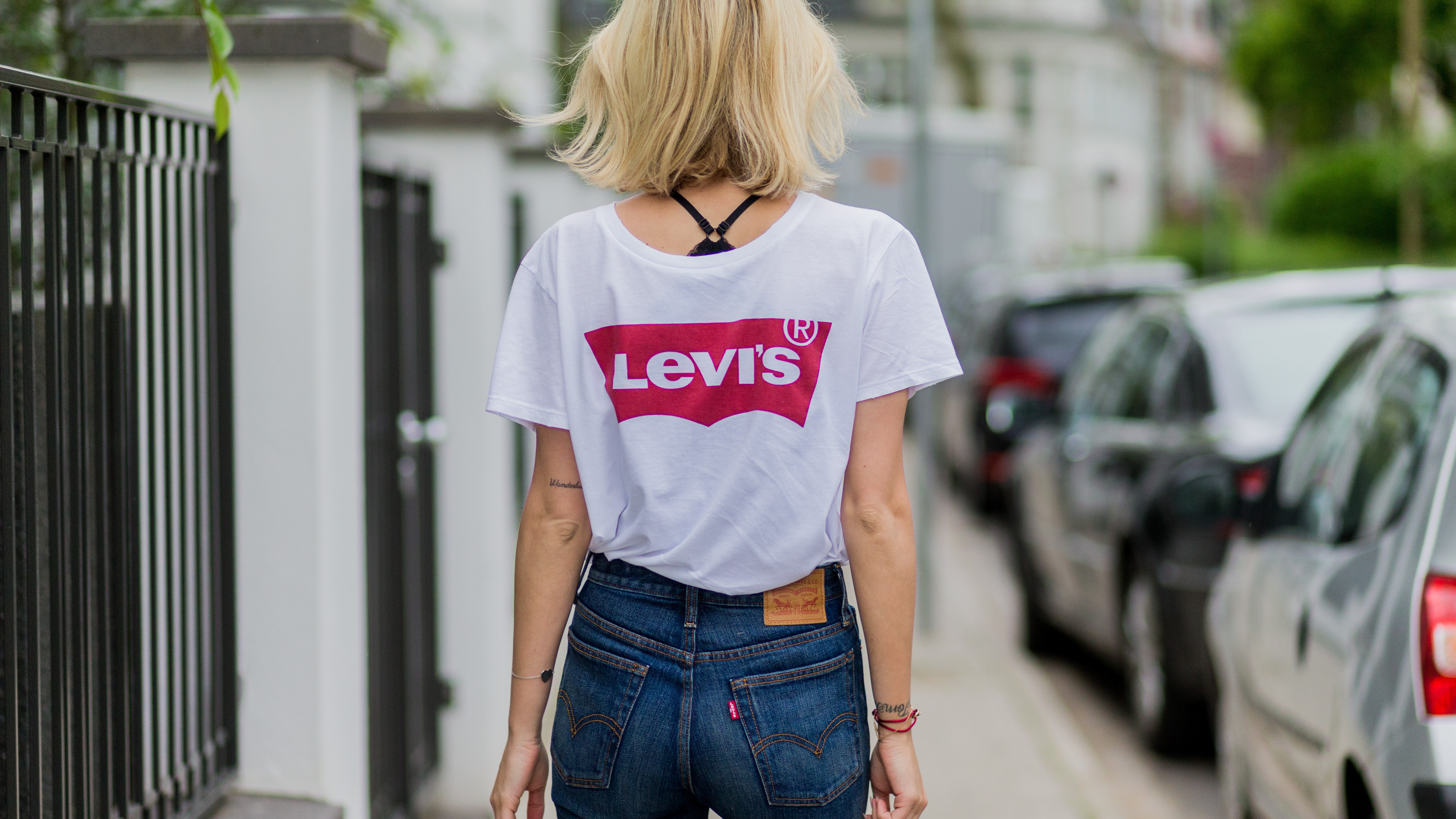 4f78a59ce1b2 Lisa Hahnbueck wearing a white Levis tshirt and navy Levis denim jeans on  June 1