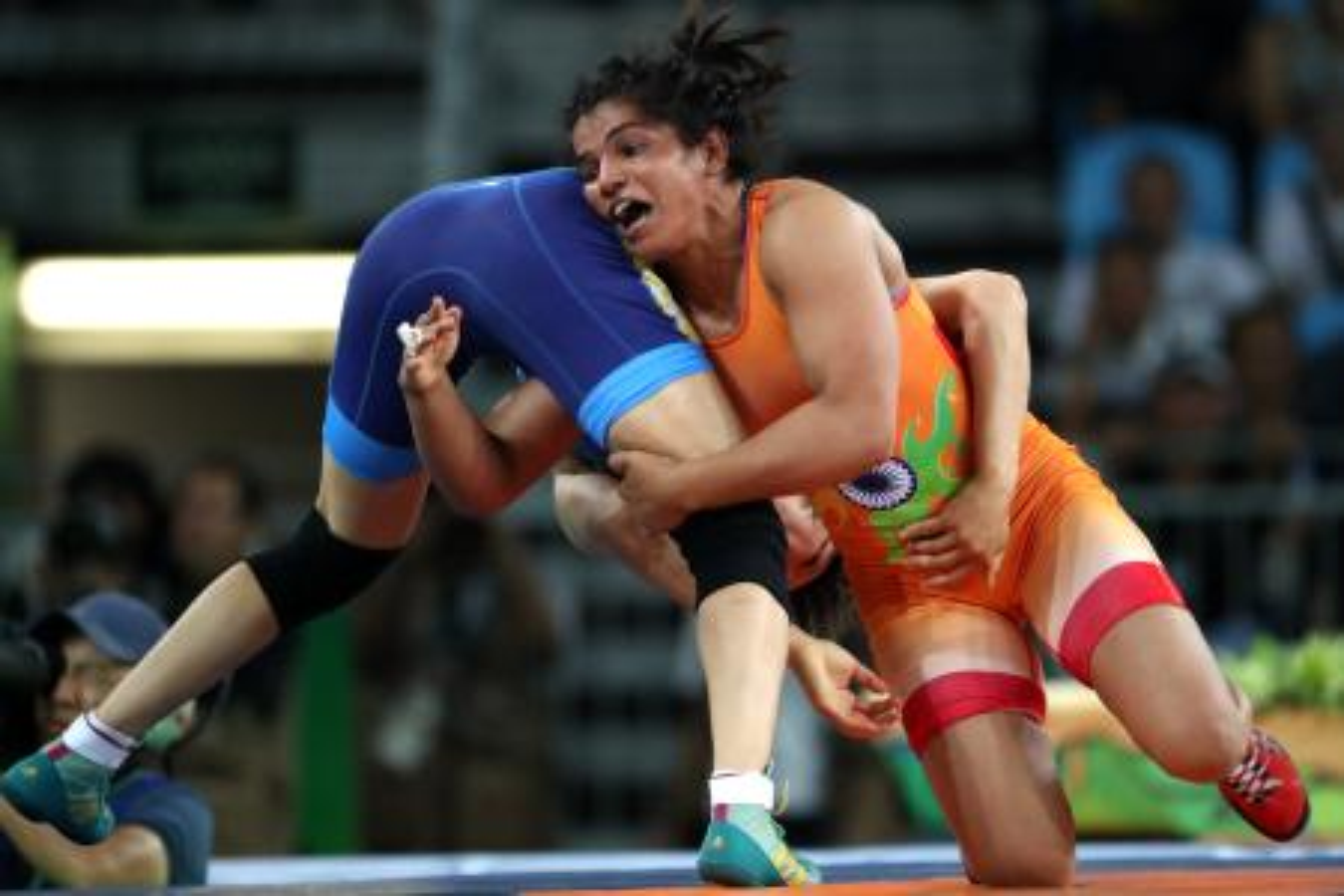 India's Sakshi Malik in action against Kyrgyzstan's Aisuluu Tynybekova.