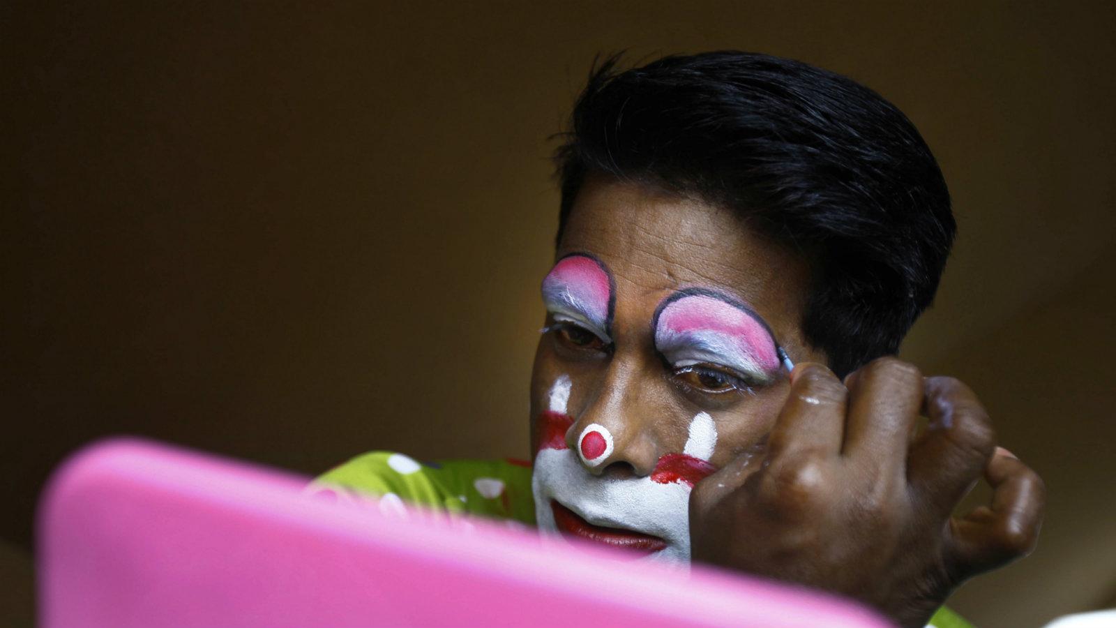 India-circus-artist