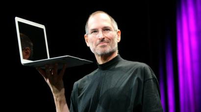 Steve Jobs holding up a MacBook Air