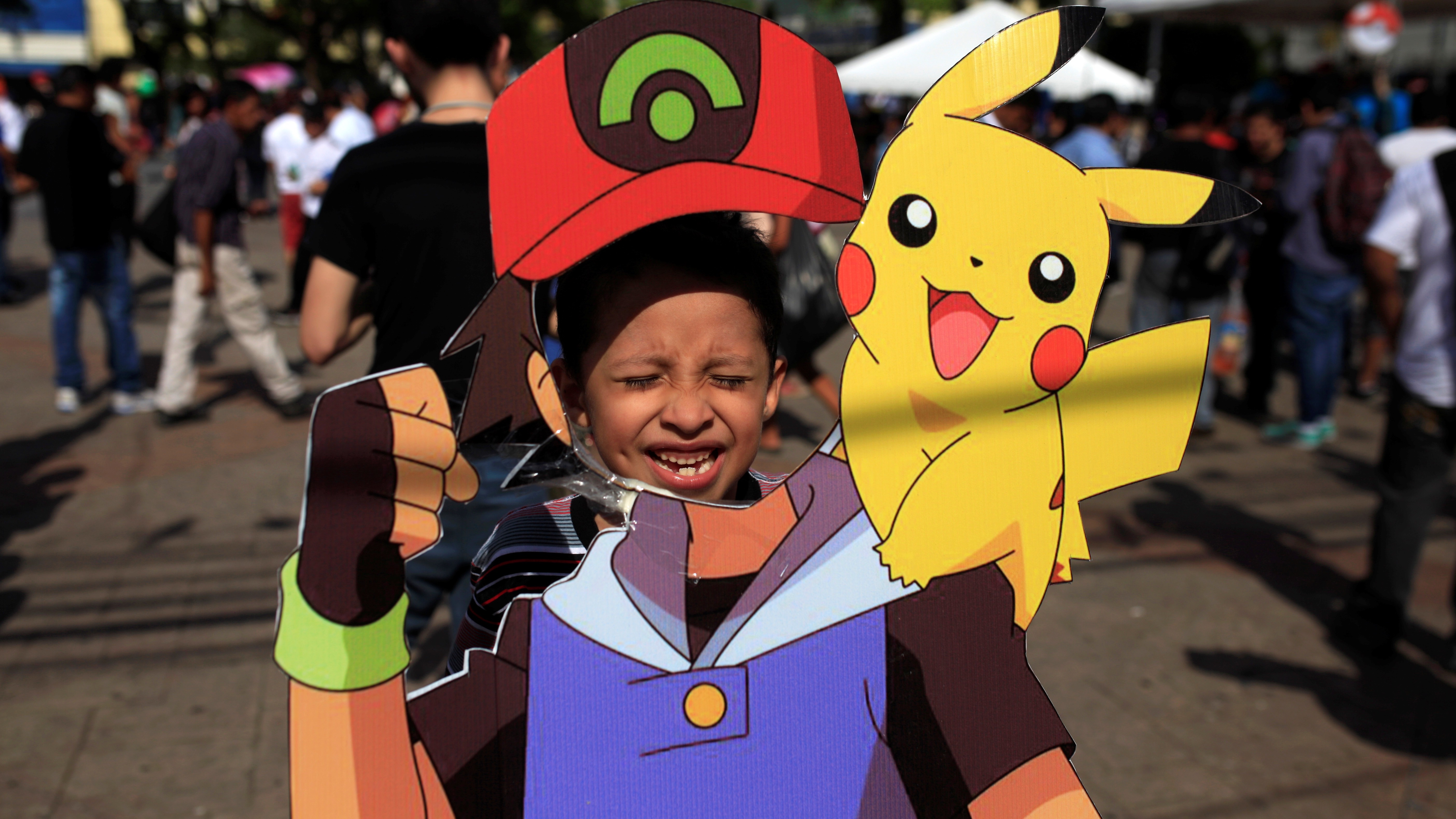 """A fan of the augmented reality mobile game """"Pokemon Go"""" by Nintendo participate in a """"poketour"""" organized by the municipality in San Salvador, El Salvador July 23, 2016. REUTERS/Jose Cabezas - RTSJD4R"""