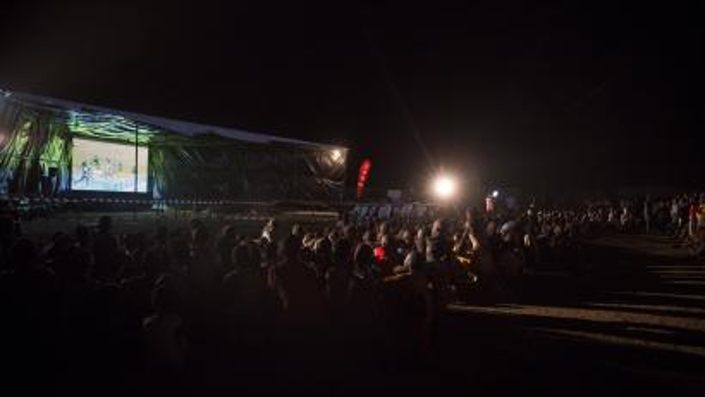 Kakuma-Refugge-Camp-cheering-the-Refugee-team-in-the-Rio-Olympics