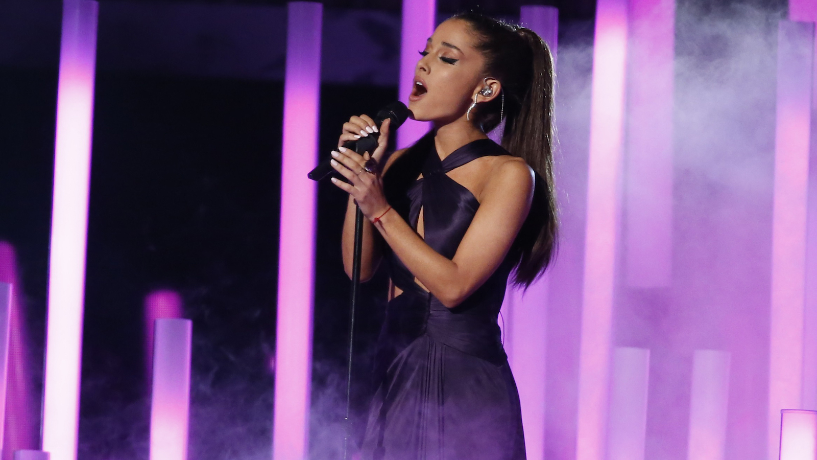 "Ariana Grande performs ""Just a Little Bit of Your Heart"" at the 57th annual Grammy Awards in Los Angeles, California February 8, 2015.   REUTERS/Lucy Nicholson (UNITED STATES  - Tags: ENTERTAINMENT)  (GRAMMYS-SHOW)  - RTR4OQV3"