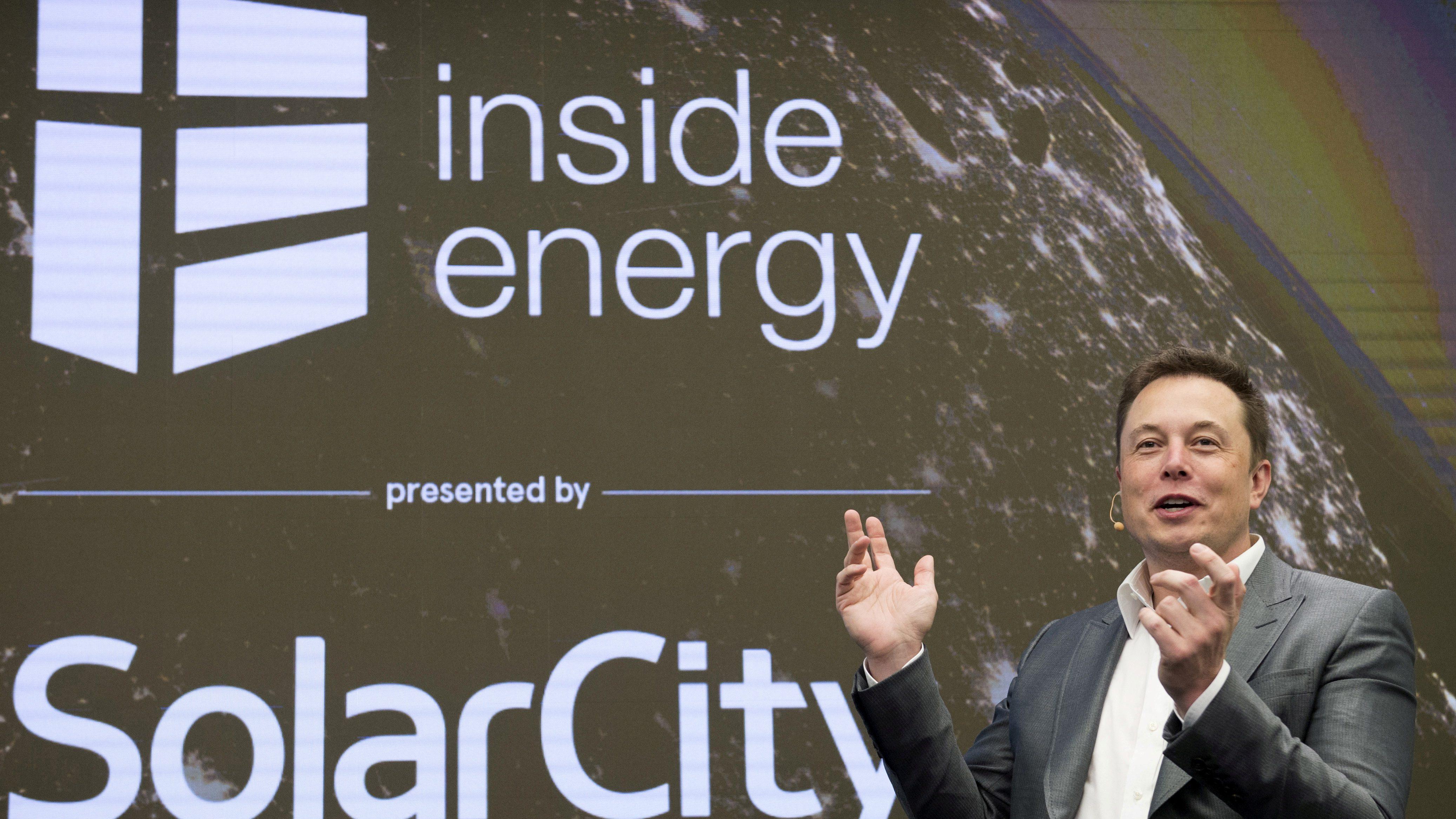 Elon Musk, Chairman of SolarCity and CEO of Tesla Motors, speaks at SolarCityÕs Inside Energy Summit in Manhattan, New York October 2, 2015. REUTERS/Rashid Umar Abbasi/File Photo - RTSKHHA