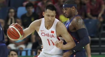 Yi Jianlian and Carmelo Anthony at the Rio Olympics.