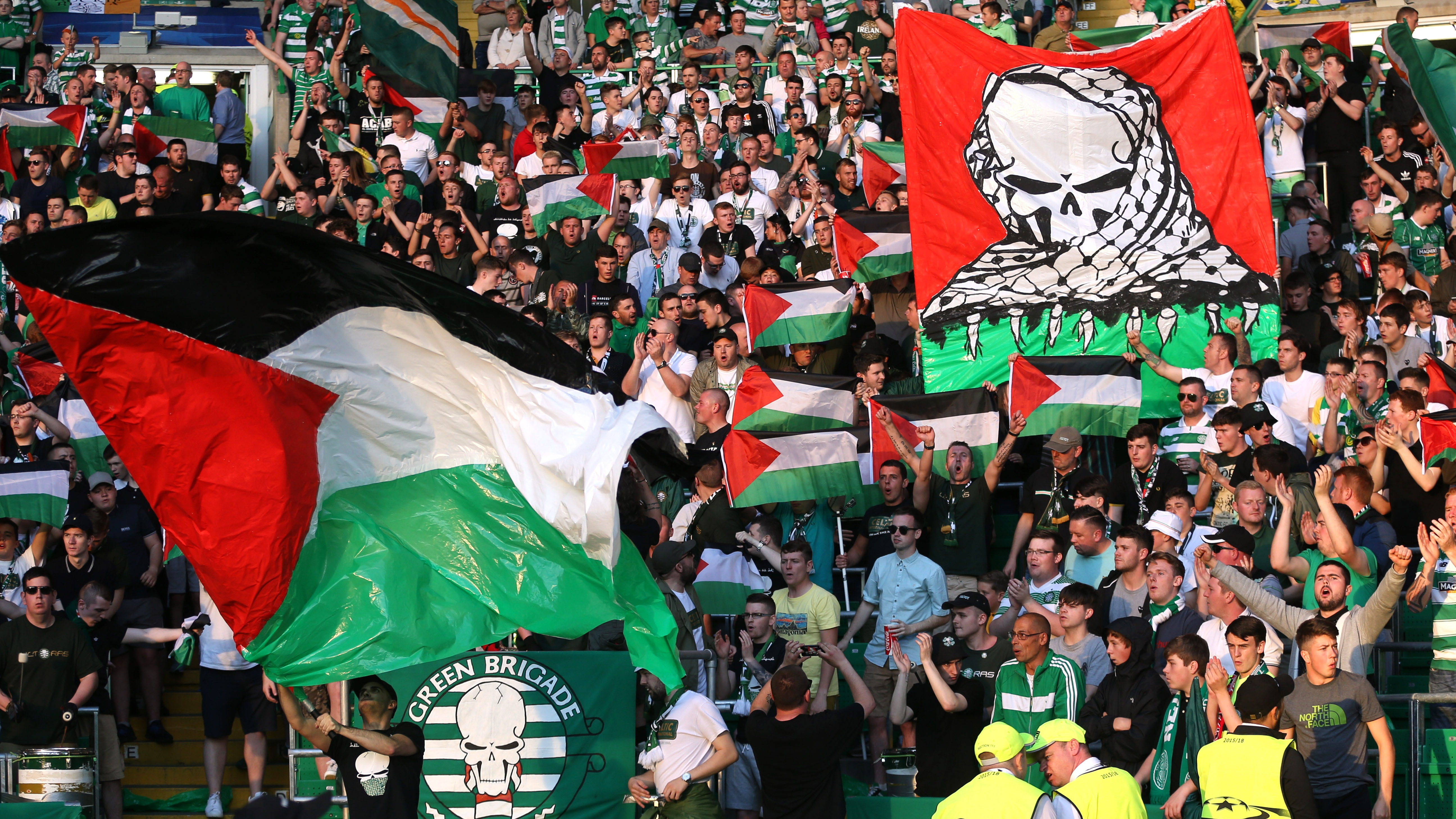 Britain Football Soccer - Celtic v Hapoel Be?er-Sheva - UEFA Champions League Qualifying Play-Off First Leg - Celtic Park - 17/8/16 Celtic fans hold up Palestine flags Action Images via Reuters / Russell Cheyne Livepic