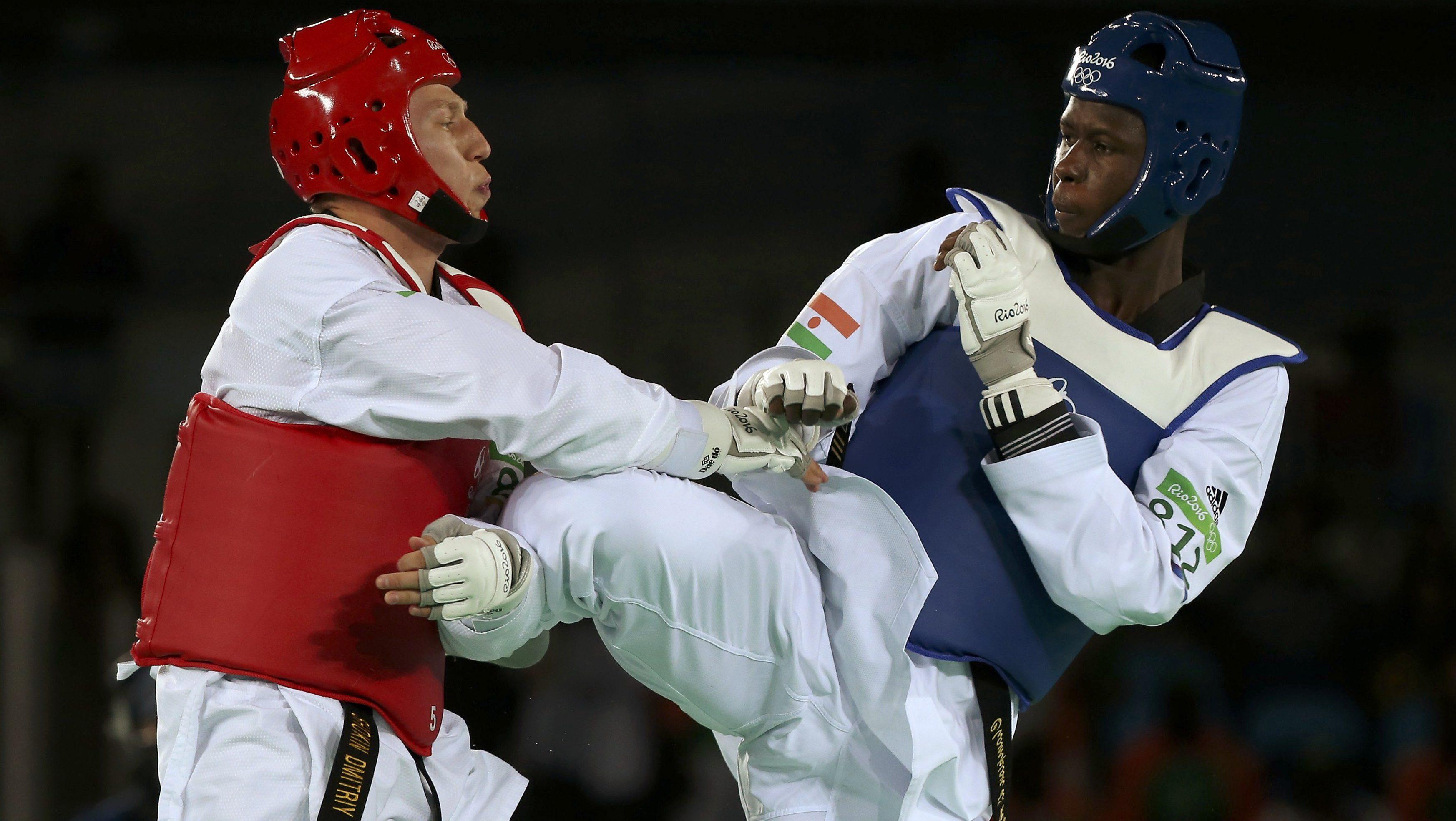 2016 Rio Olympics - Taekwondo - Semifinal - Men's +80kg Semifinals - Carioca Arena 3 - Rio de Janeiro, Brazil - 20/08/2016. Dmitriy Shokin (UZB) of Uzbekistan competes with Issoufou Alfaga Abdoulrazak (NIG) of Niger. REUTERS/Issei Kato FOR EDITORIAL USE ONLY. NOT FOR SALE FOR MARKETING OR ADVERTISING CAMPAIGNS. - RTX2MC9P
