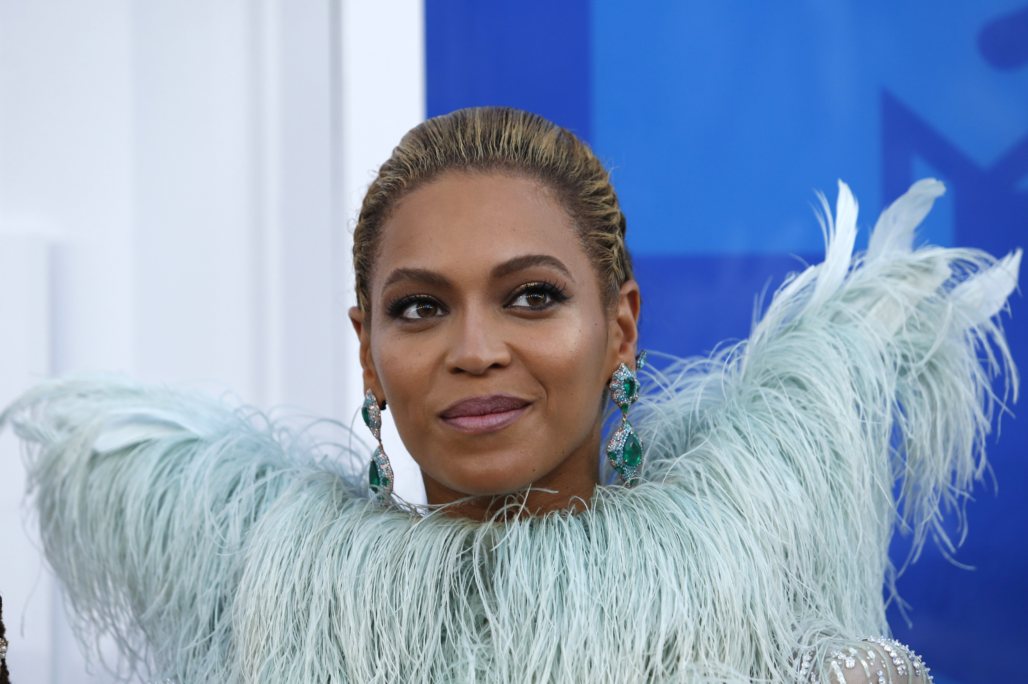 Singer Beyonce arrives at the 2016 MTV Video Music Awards in New York, U.S., August 28, 2016. REUTERS/Eduardo Munoz - RTX2NDYX