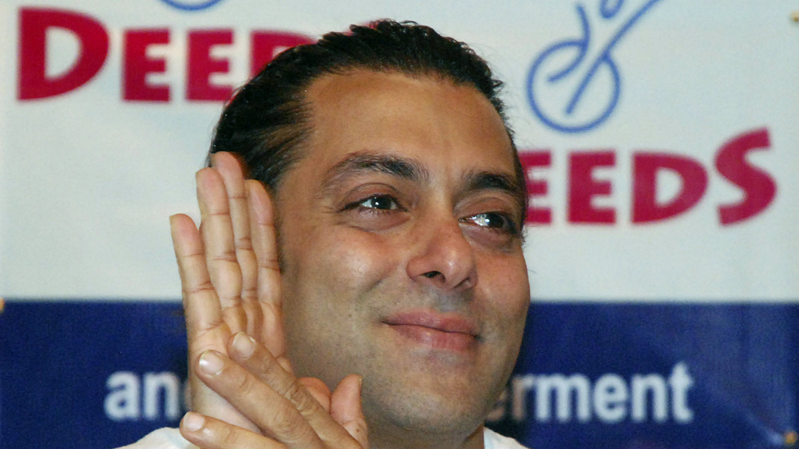 Bollywood actor Salman Khan gestures at a news conference after he inaugurated an art exhibition in Mumbai July 31, 2009. The proceedings of the exhibition will go to Deeds, a non-governmental organisation, organisers of the exhibition said.
