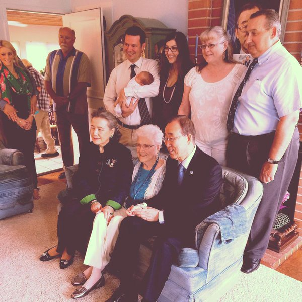 The UN Secretary-General visits Libba Patterson and her family in 2015 (UN Photo)