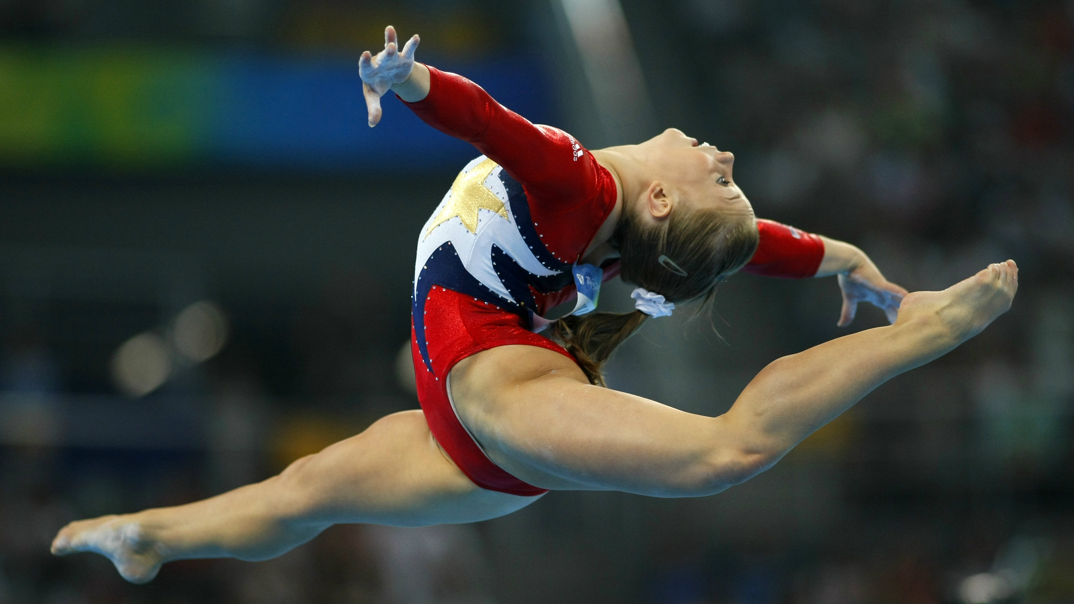 Shawn Johnson of the U.S. competes in the women's qualification floor exercise during the artistic gymnastics competition at the Beijing 2008 Olympic Games August 10, 2008. REUTERS/Mike Blake
