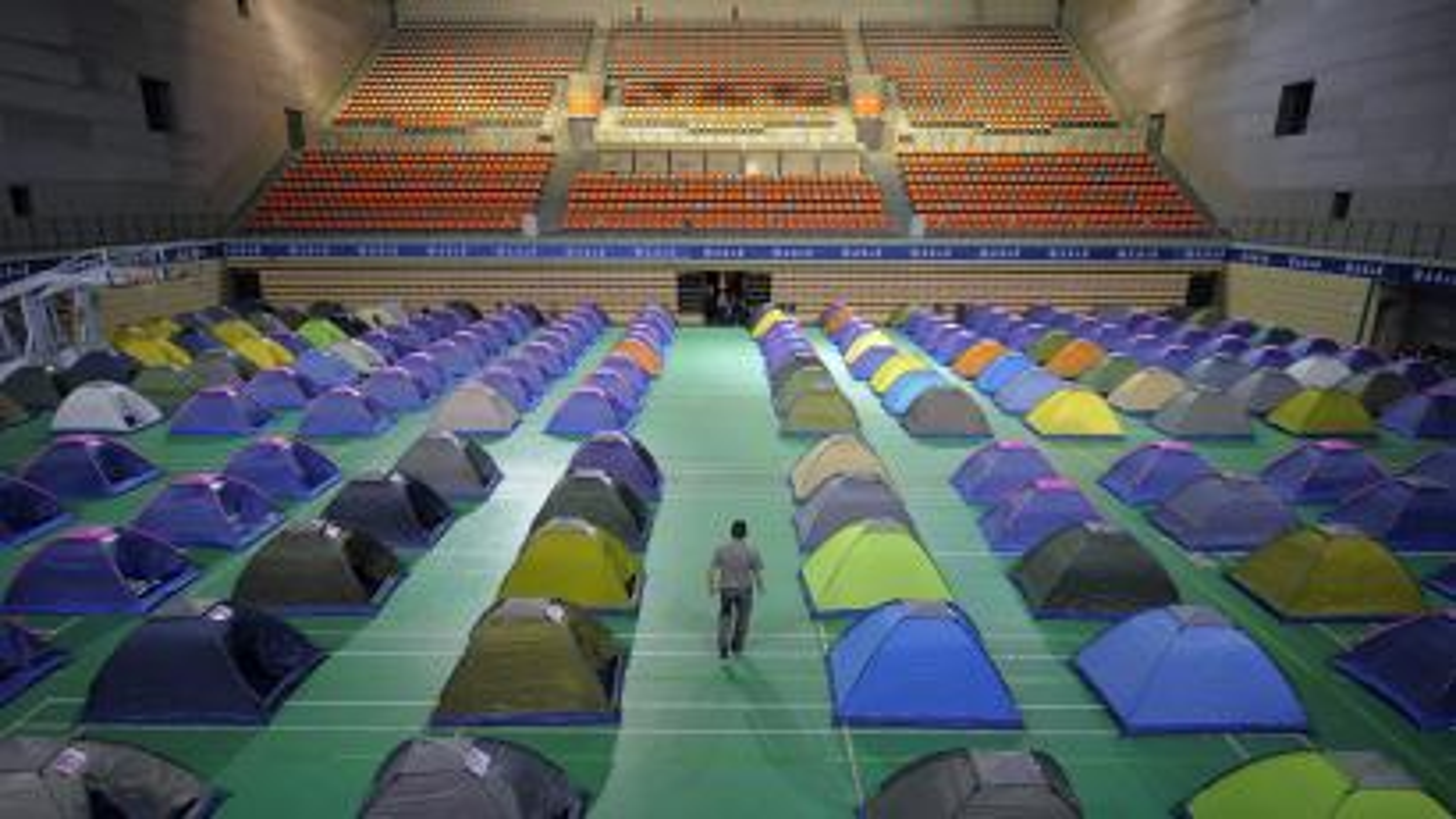 Tianjin University set up tents for parents