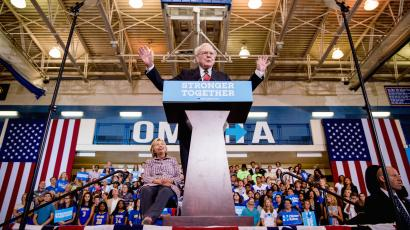 Warren Buffett addresses a Clinton campaign event in Omaha, Nebraska.