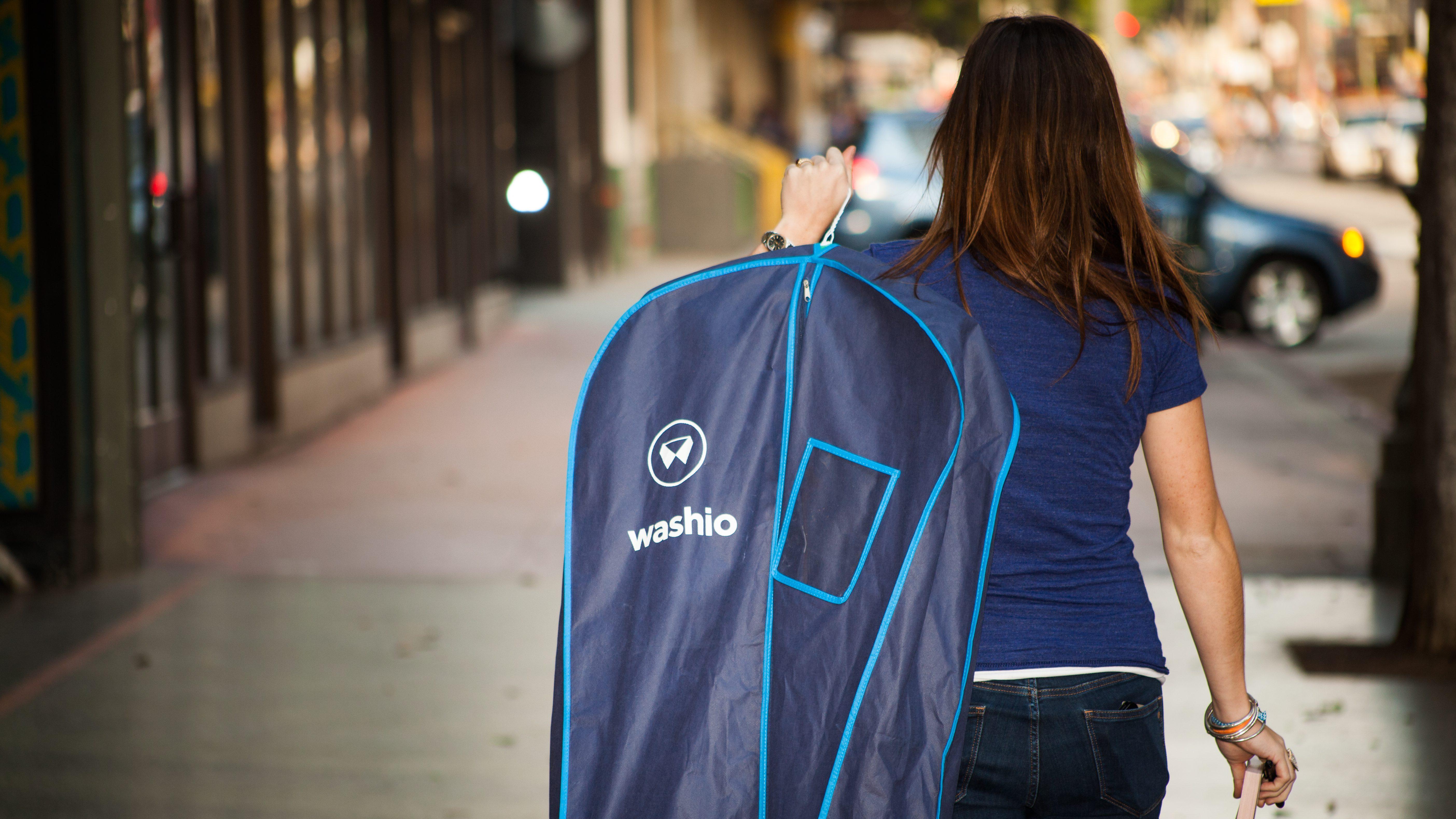A Washio ninja carries some clothing.