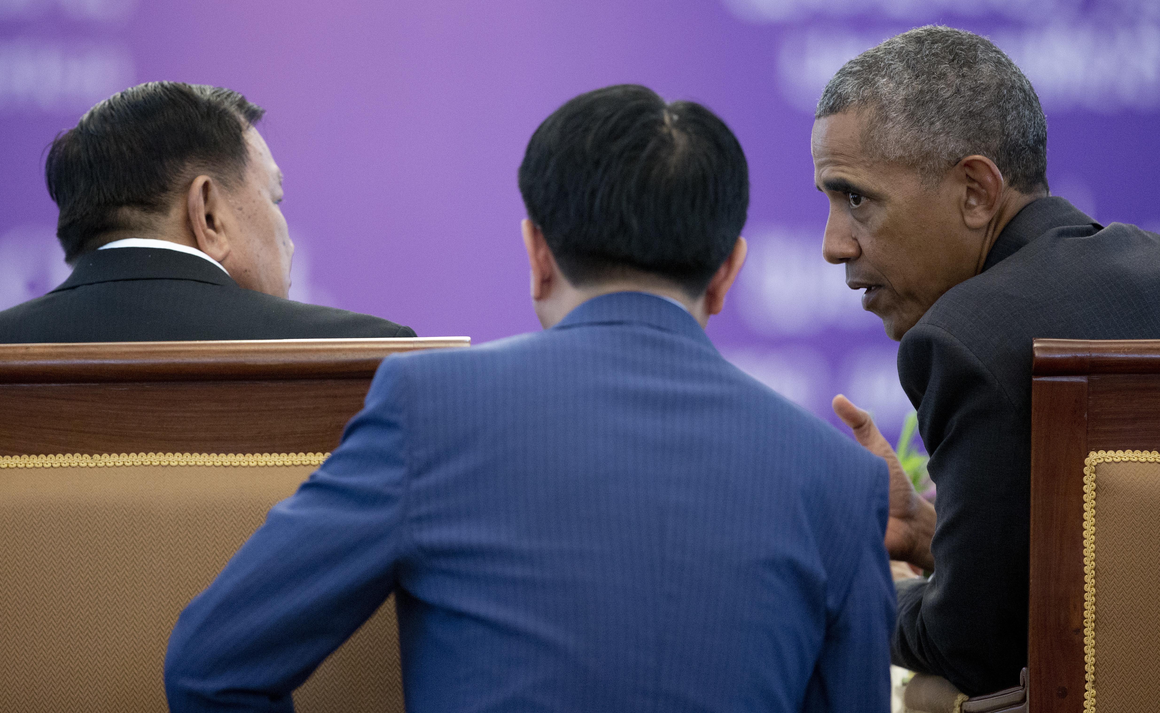 Barack Obama, Bounnhang Vorachit