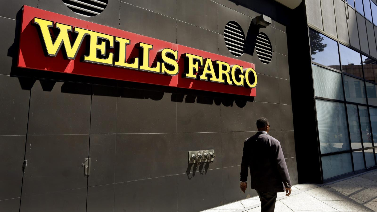 Wells Fargo S Fake Accounts Scandal Makes It The Perfect Poster