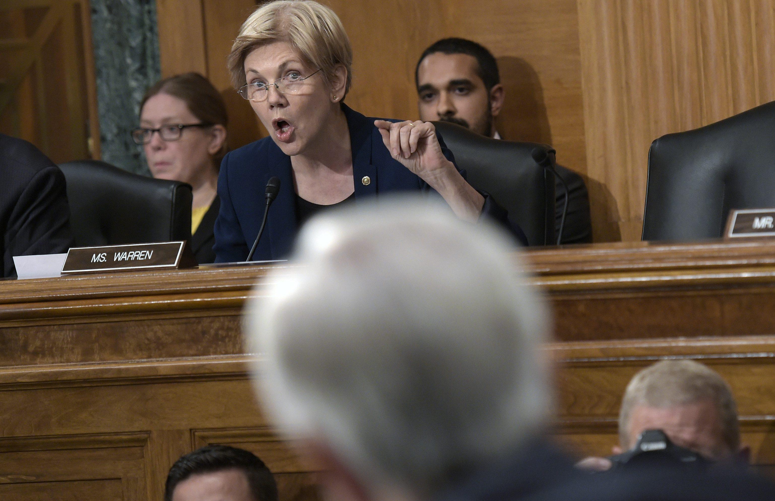 John Stumpf, Elizabeth Warren