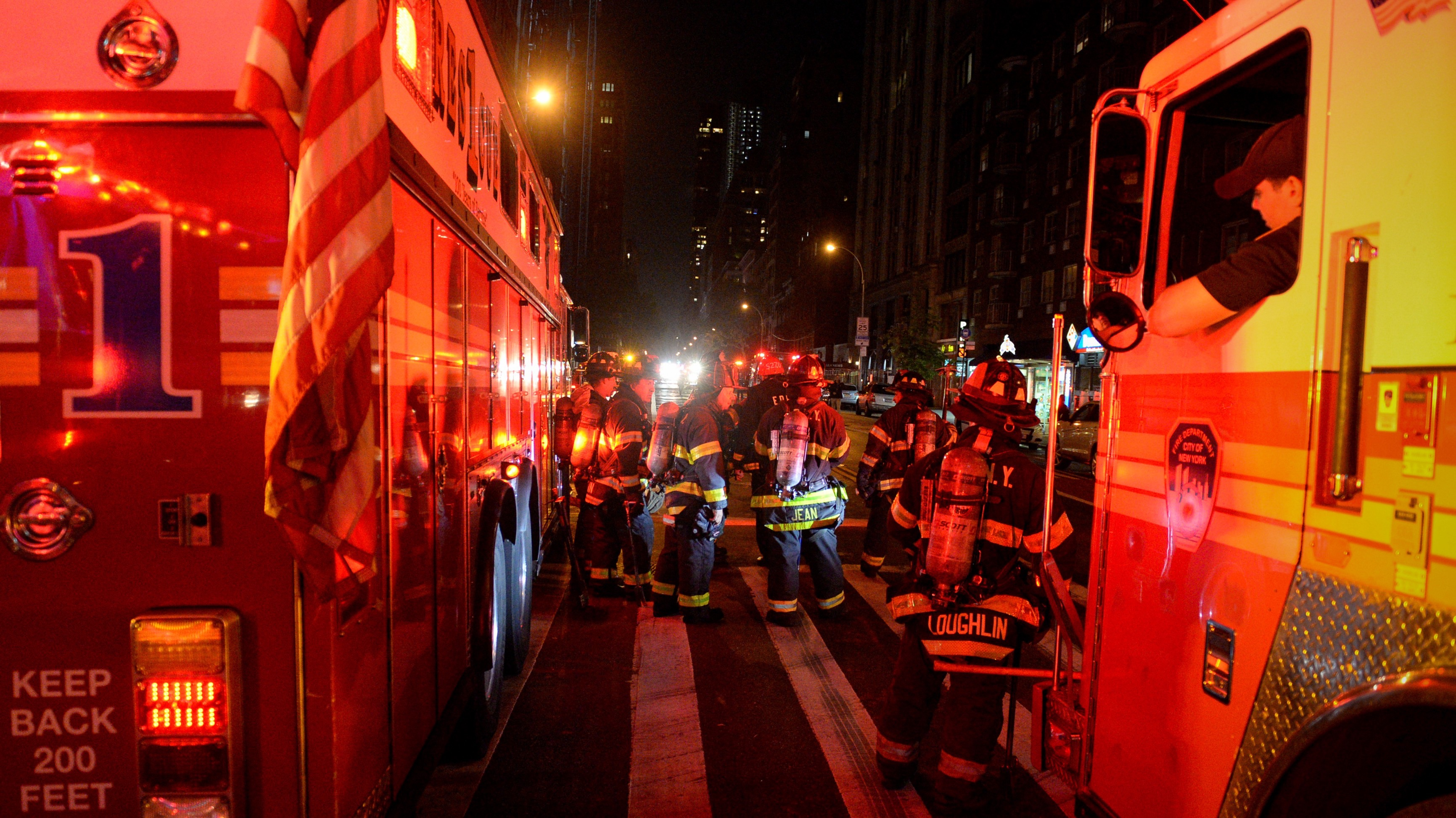 New York City firefighters stand near the site of an explosion in the Chelsea neighborhood of Manhattan, New York, U.S.  September 17, 2016.  REUTERS/Rashid Umar Abbasi     TPX IMAGES OF THE DAY      - RTSO7V9