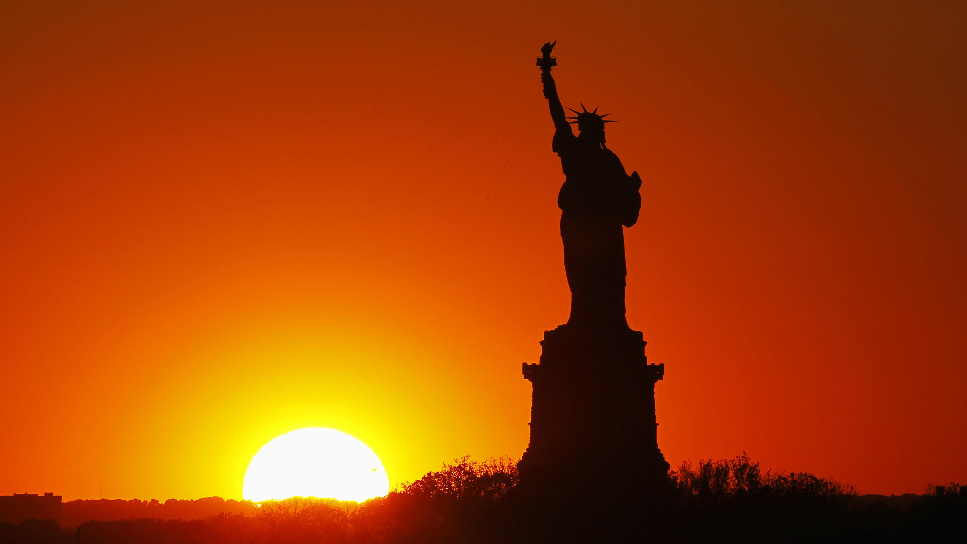 gary-hershorn-statue-of-liberty-reuters