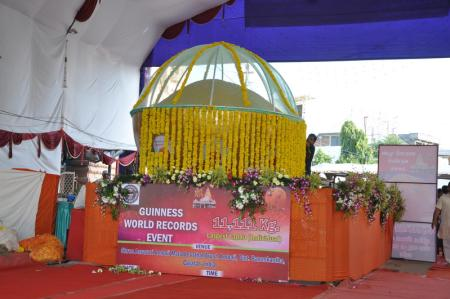 Guinness-World-Records-giant-laddu