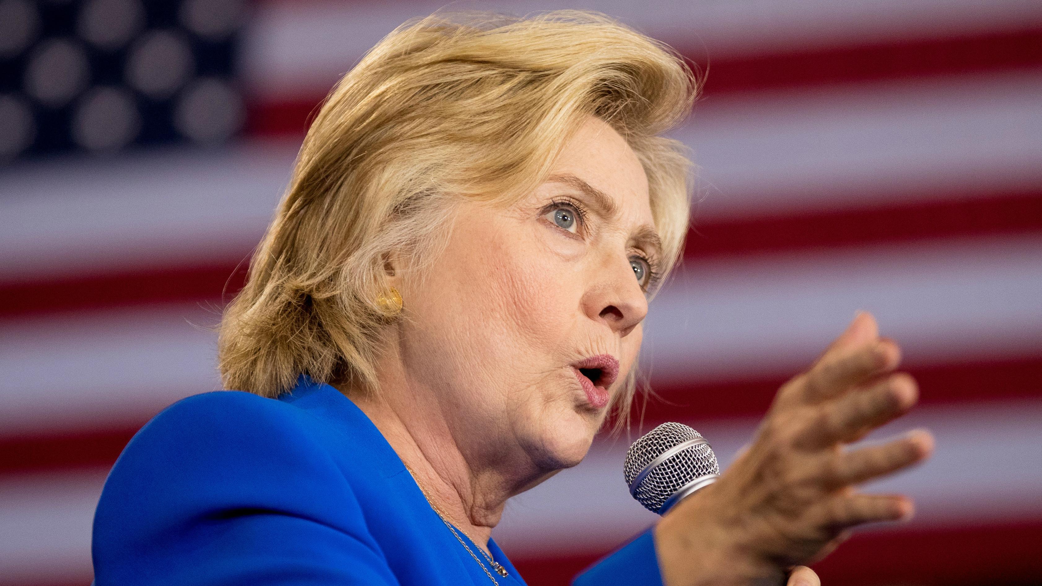 Hillary Clinton, debate, pigeon sounds