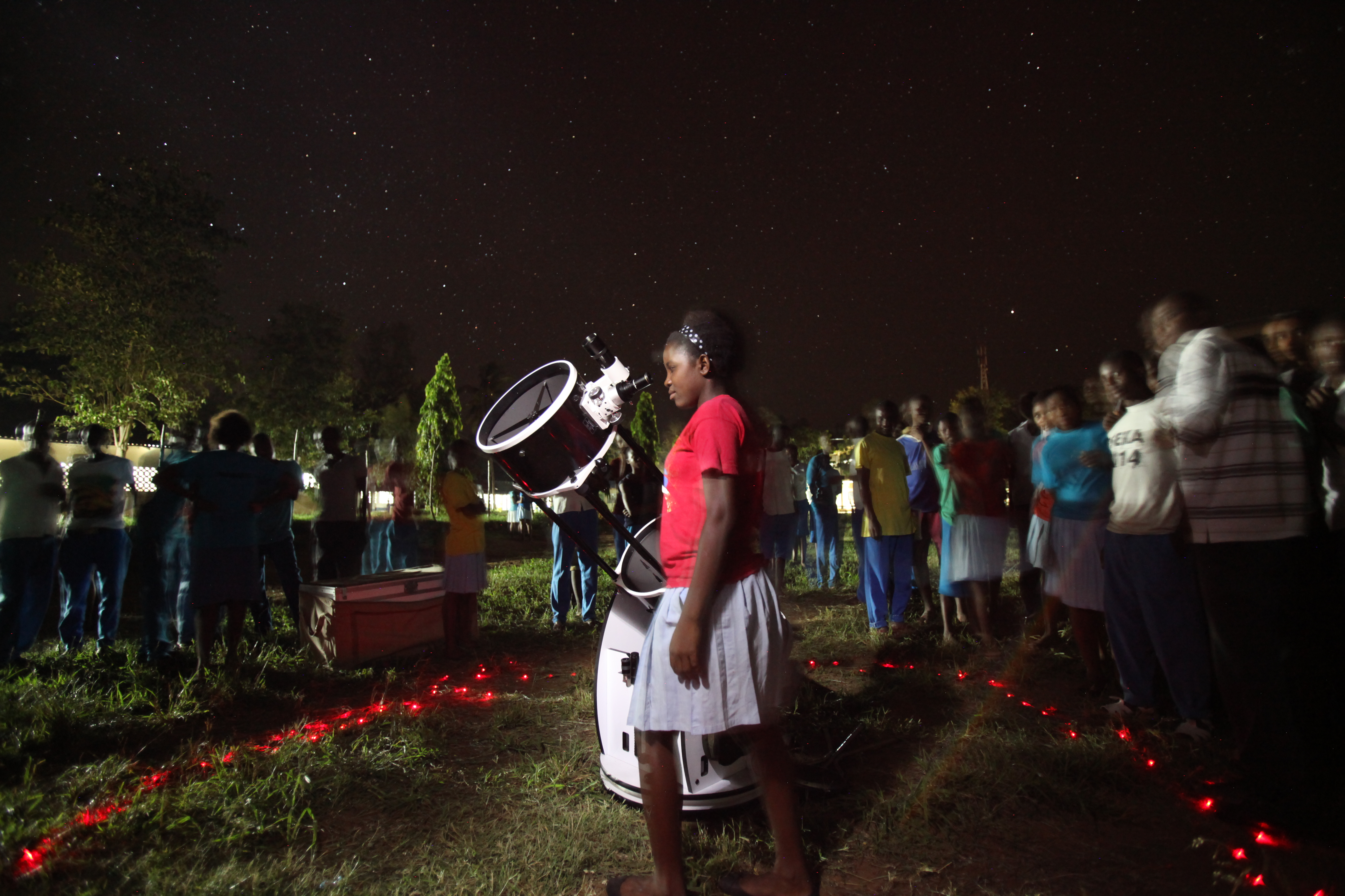 A student at Chumani High School looks through the telescope