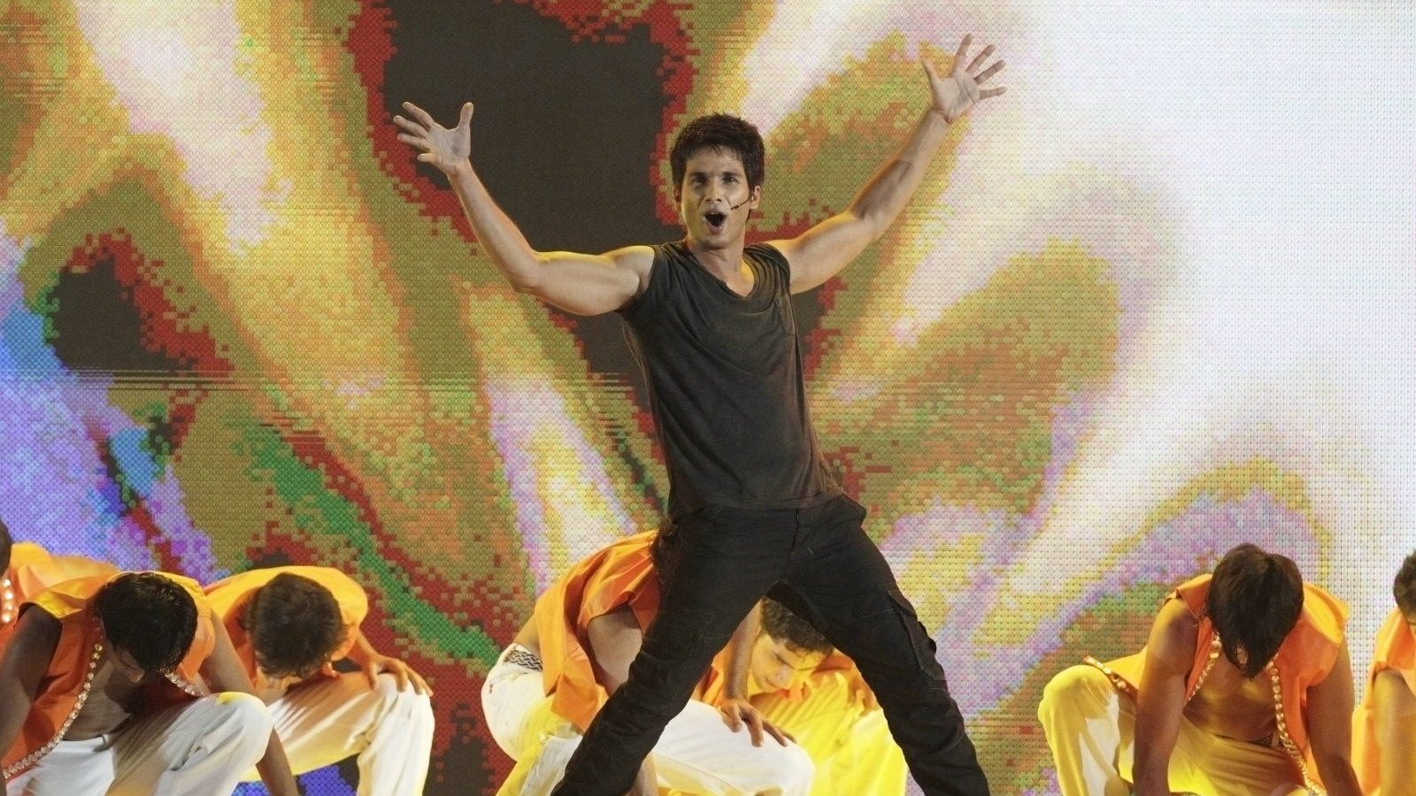 Bollywood actor Shahid Kapoor performs at a show after the Twenty20 cricket match between South Africa and India at Moses Mabhida Stadium in Durban January 9, 2011.