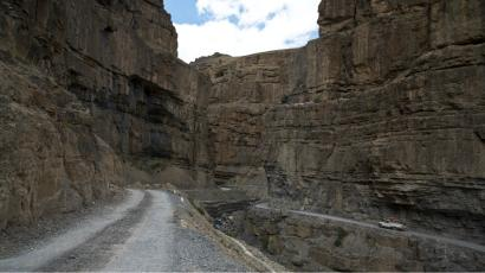 India-Himachal-Pradesh-mountain-roads