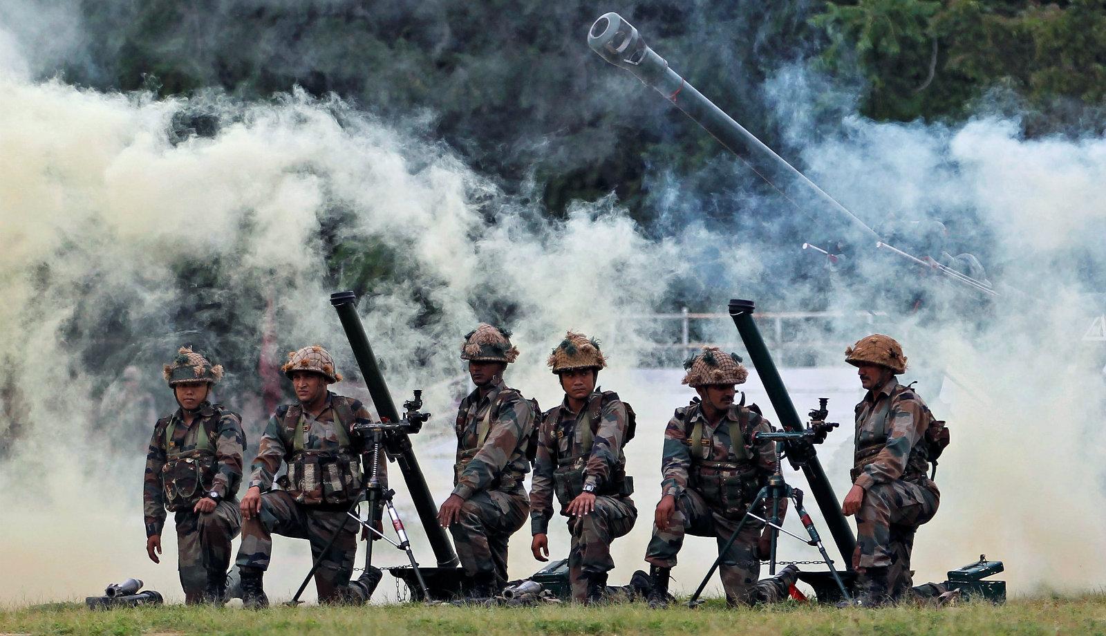 India-Pakistan-army