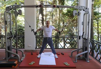 Russian President Vladimir Putin exercises in a gym at the Bocharov Ruchei state residence in Sochi, Russia, August 30, 2015. REUTERS/Michael Klimentyev/
