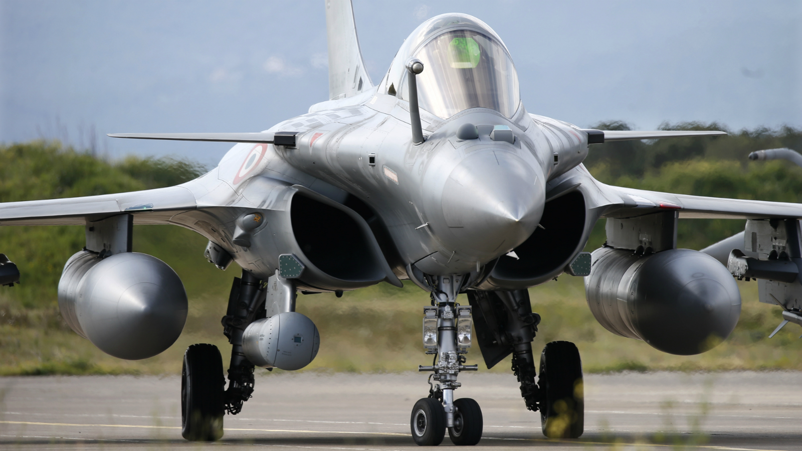 A French Air Force Rafale fighter jet takes part in the close air support (CAS) exercise Serpentex 2016 hosted by France in the Mediterranean island of Corsica, at Solenzara air base, March 16, 2016. Serpentex is an annual exercise that involves joint terminal attack controllers (JTACs) from 12 countries from March 7 to March 25, 2016.