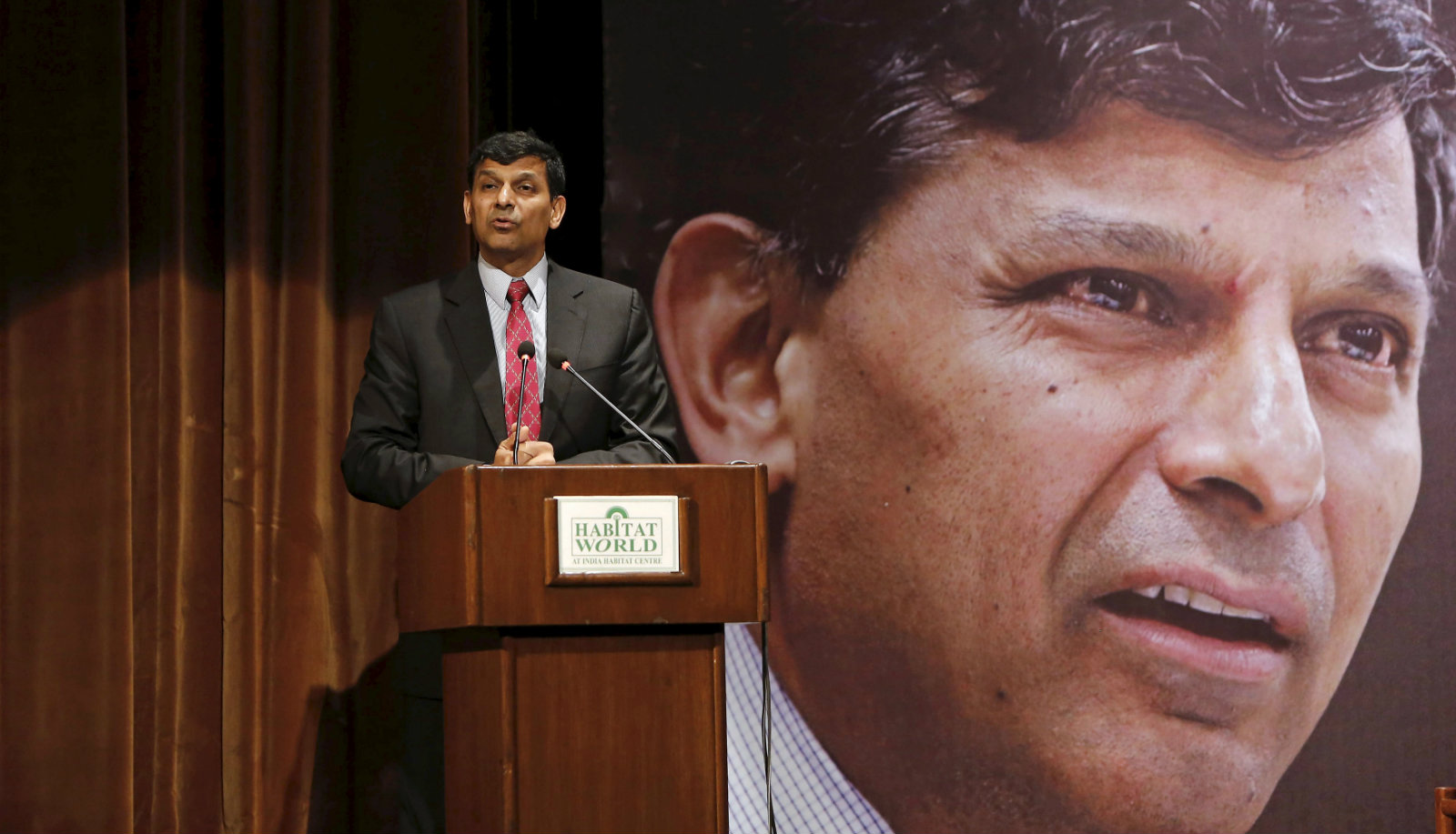Reserve Bank of India (RBI) Governor Raghuram Rajan delivers a lecture at the India Habitat Centre in New Delhi, India, November 6, 2015. Rajan said on Friday bringing down inflation would help stabilise the Indian rupee, while adding he welcomed government efforts to boost economic growth through structural reforms.