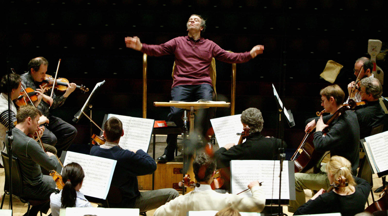 Valery Gergiev of Russia conducts the London Symphony Orchestra during rehearsals of Prokofiev's symphonies at the Barbican in London, April 29, 2004. Gergiev, Artistic Director of the Kirov Opera and the Mariinsky Theatre in St Petersburg, appears during a week long series of concerts to celebrate the London Symphony Orchestra's centenary year. REUTERS/Helen Atkinson  HMA/JD/THI - RTRIFZ0