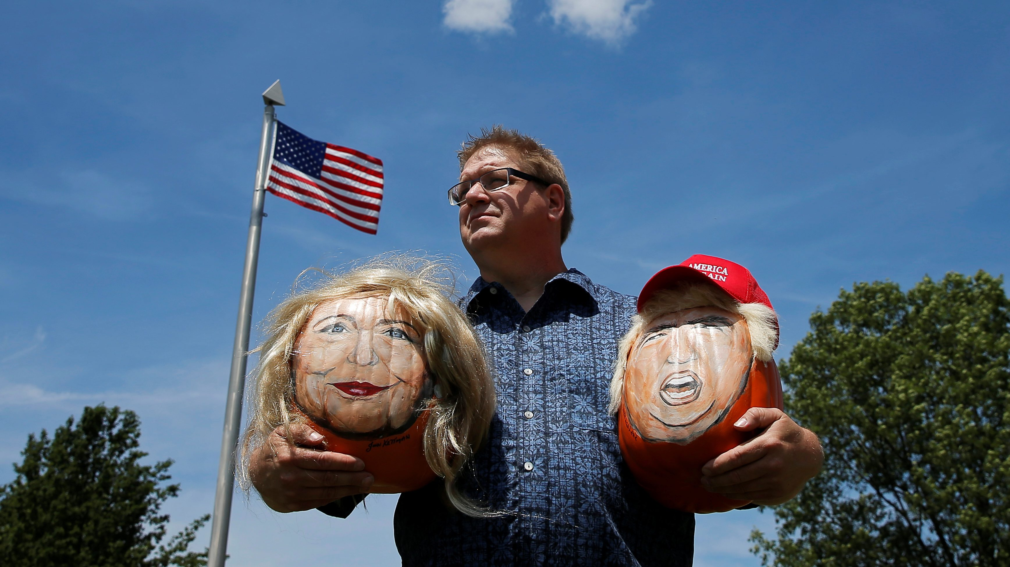 Artist John Kettman poses with decorative pumpkins he created with the painted images of U.S. Democratic presidential candidate Hillary Clinton and Republican Presidential candidate Donald Trump in LaSalle, Illinois, U.S., June 8, 2016.     REUTERS/Jim Young  - RTSGMWH