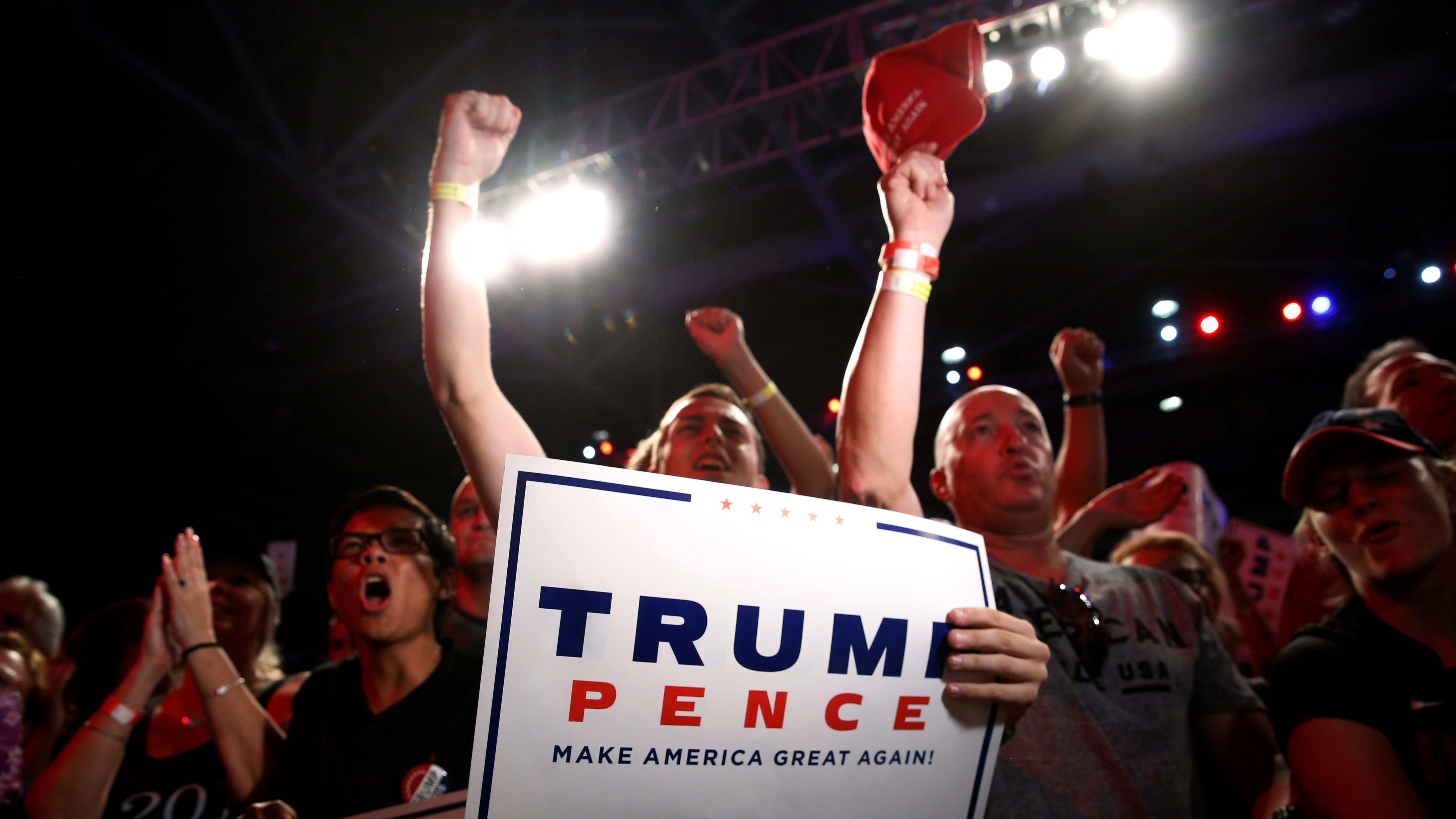 Supporters cheer for Republican presidential nominee Donald Trump at a campaign speech in Fort Myers, Florida, U.S. September 19, 2016.  - RTSOI2Q