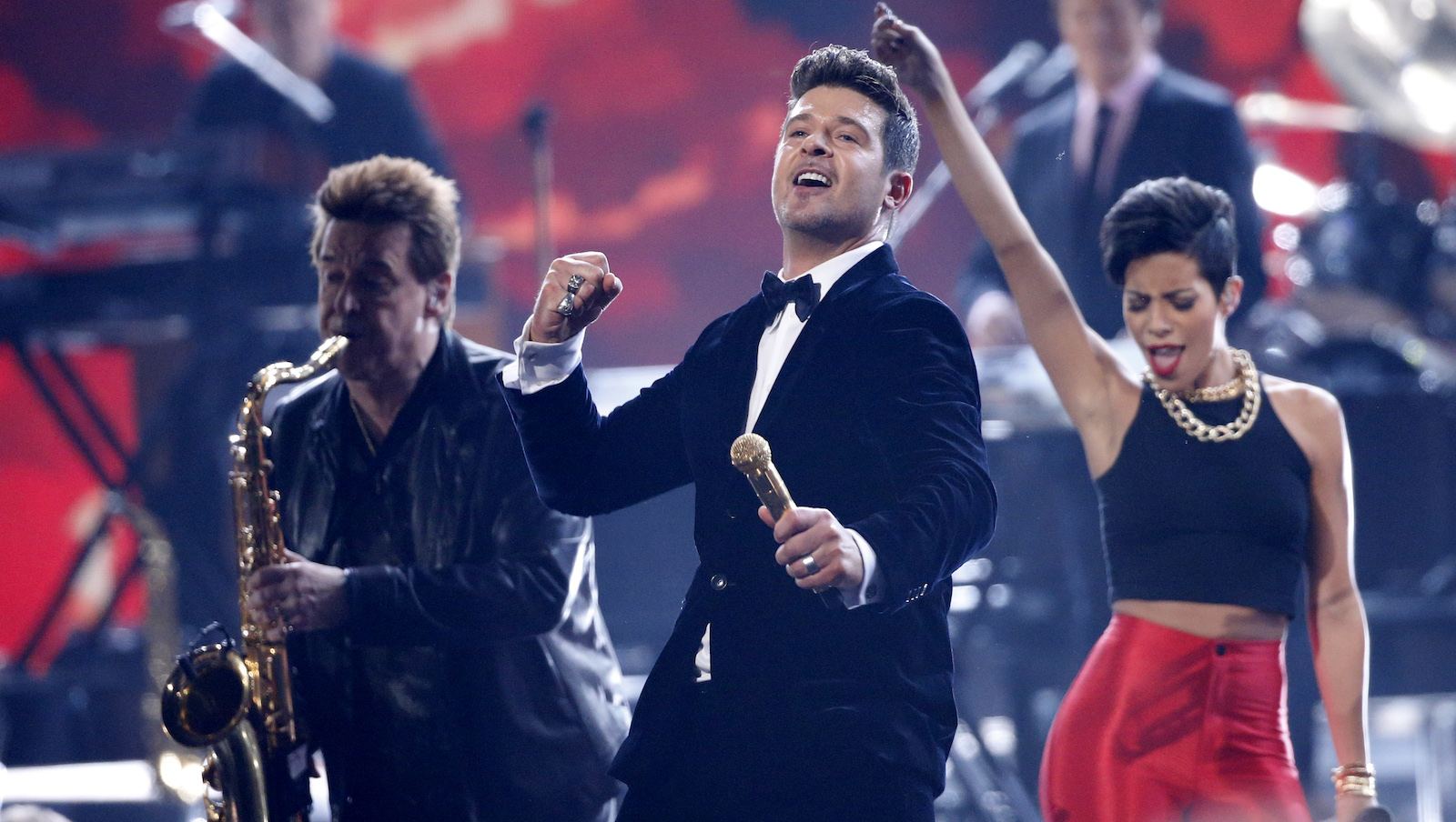 """Robin Thicke (C) and Chicago perform a medley of """"Does Anyone Really Know what Time It is,"""" """"Beginnings,"""" """"Saturday in the Park"""" and """"Blurred Lines"""" at the 56th annual Grammy Awards in Los Angeles, California January 26, 2014.    REUTERS/Mario Anzuoni (UNITED STATES  - Tags: ENTERTAINMENT)   (GRAMMYS-SHOW) - RTX17W9I"""