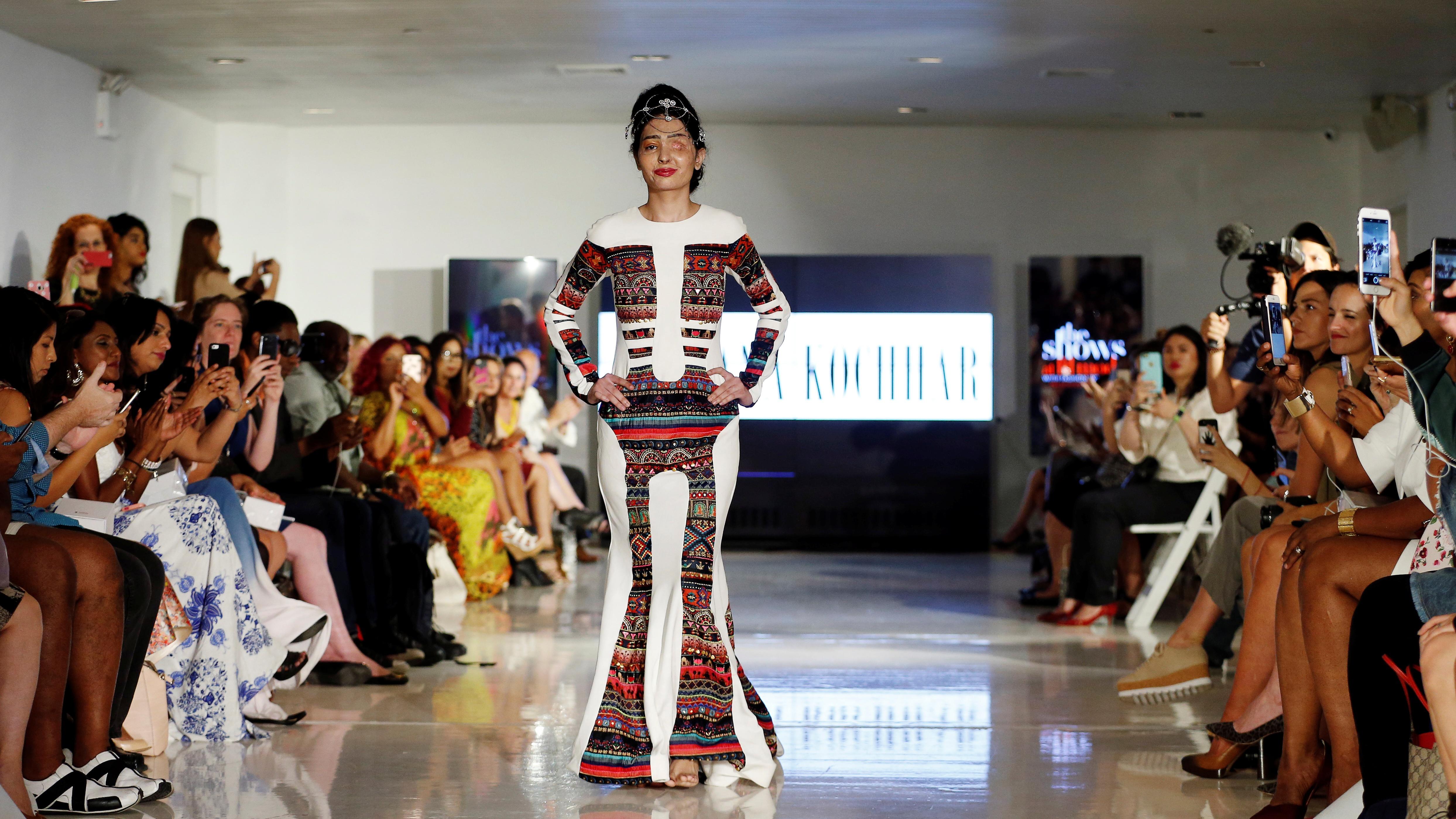 Photos Indian Acid Attack Survivor Reshma Qureshi Made Her Triumphant Runway Debut At New York Fashion Week Quartz