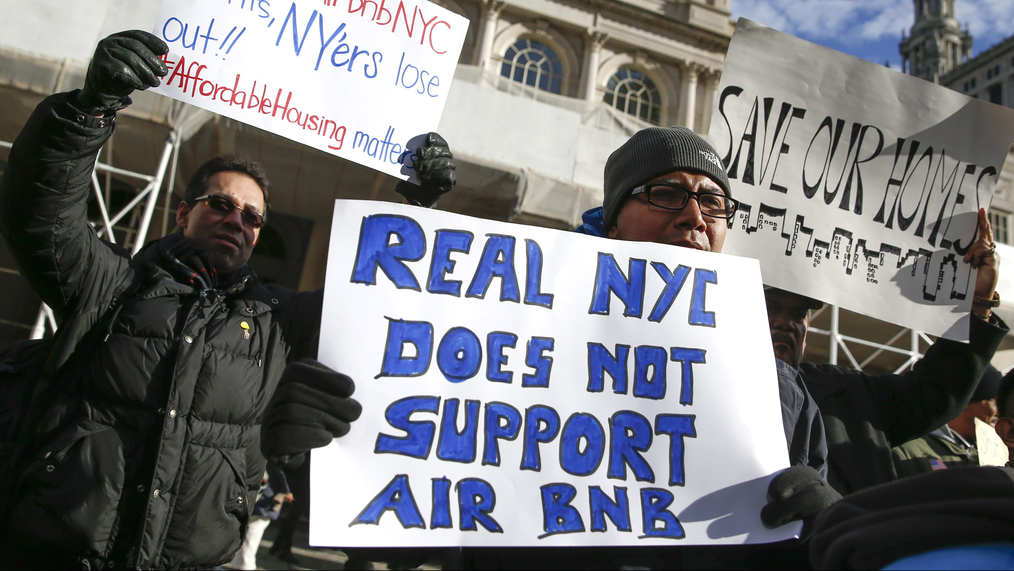 "Opponents of Airbnb rally before a hearing called ""Short Term Rentals: Stimulating the Economy or Destabilizing Neighborhoods?"" at City Hall in New York January 20, 2015. Airbnb is a website for people to rent out lodging with over 800,000 listings in 33,000 cities and 192 countries.   REUTERS/Shannon Stapleton (UNITED STATES - Tags: CIVIL UNREST BUSINESS SOCIETY) - RTR4M662"