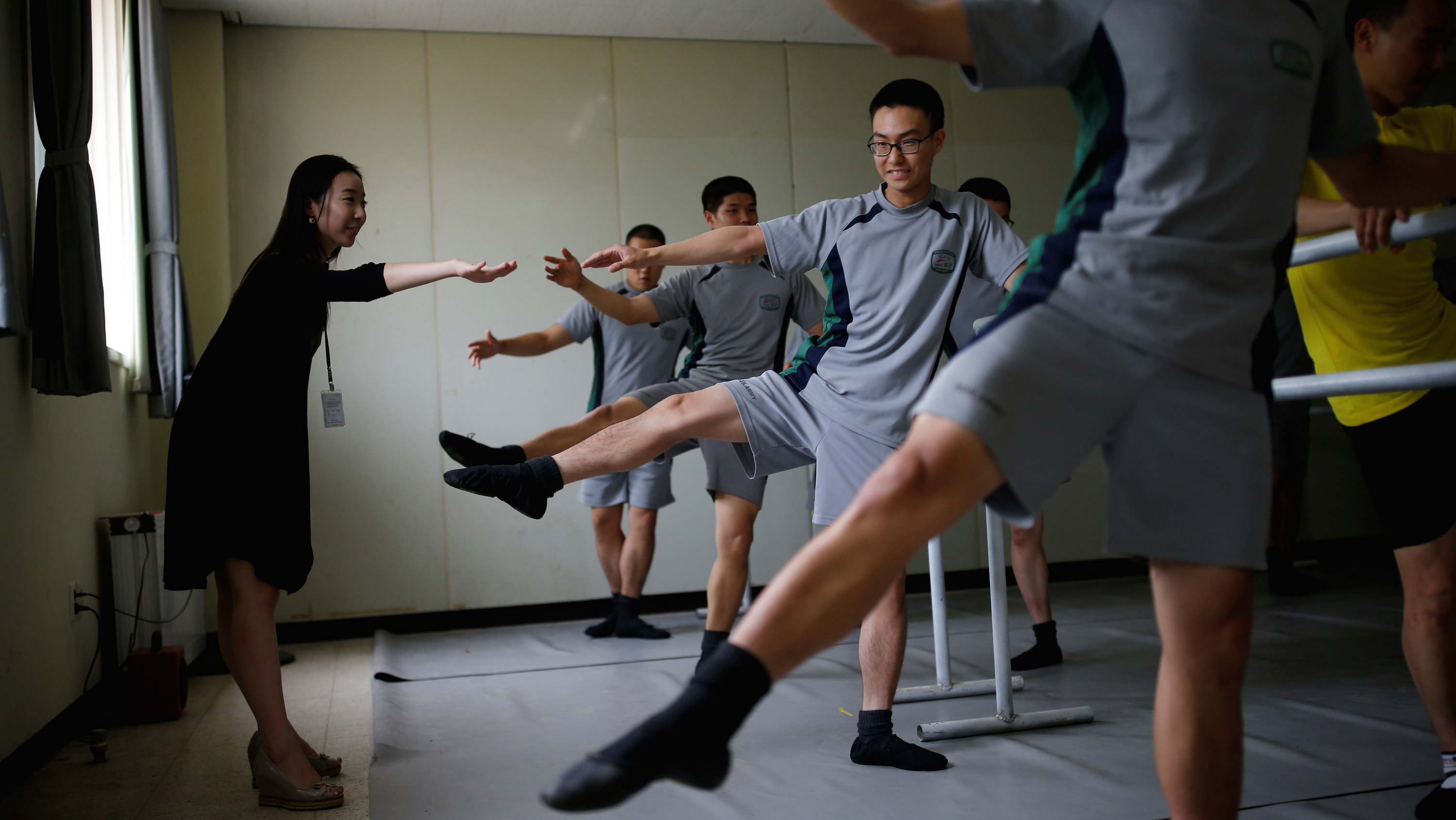 The Wider Image: Ballet classes for soldiers in South Korea