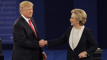 Republican presidential nominee Donald Trump shakes hands with Democratic presidential nominee Hillary Clinton following the second presidential debate at Washington University in St. Louis, Sunday, Oct. 9, 2016. (AP Photo/Patrick Semansky)
