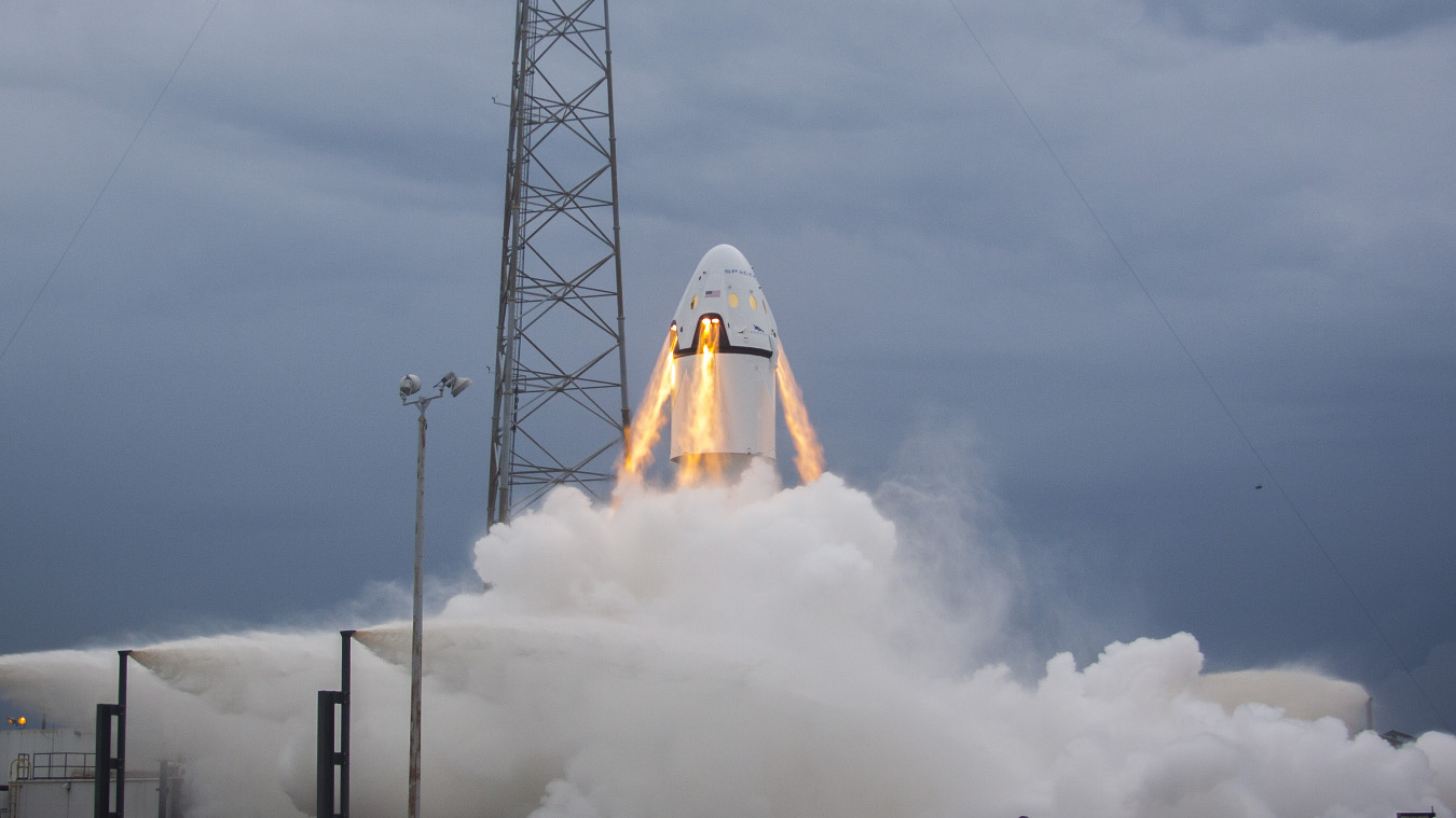 SpaceX's Dragon II demonstrates its launch escape system in 2015.