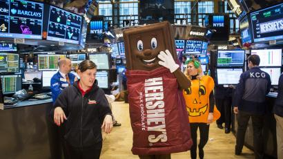 People dressed as a Hershey's chocolate bar and a pumpkin celebrate Halloween on the floor of the New York Stock Exchange shortly after the market's opening bell in New York October 31, 2014