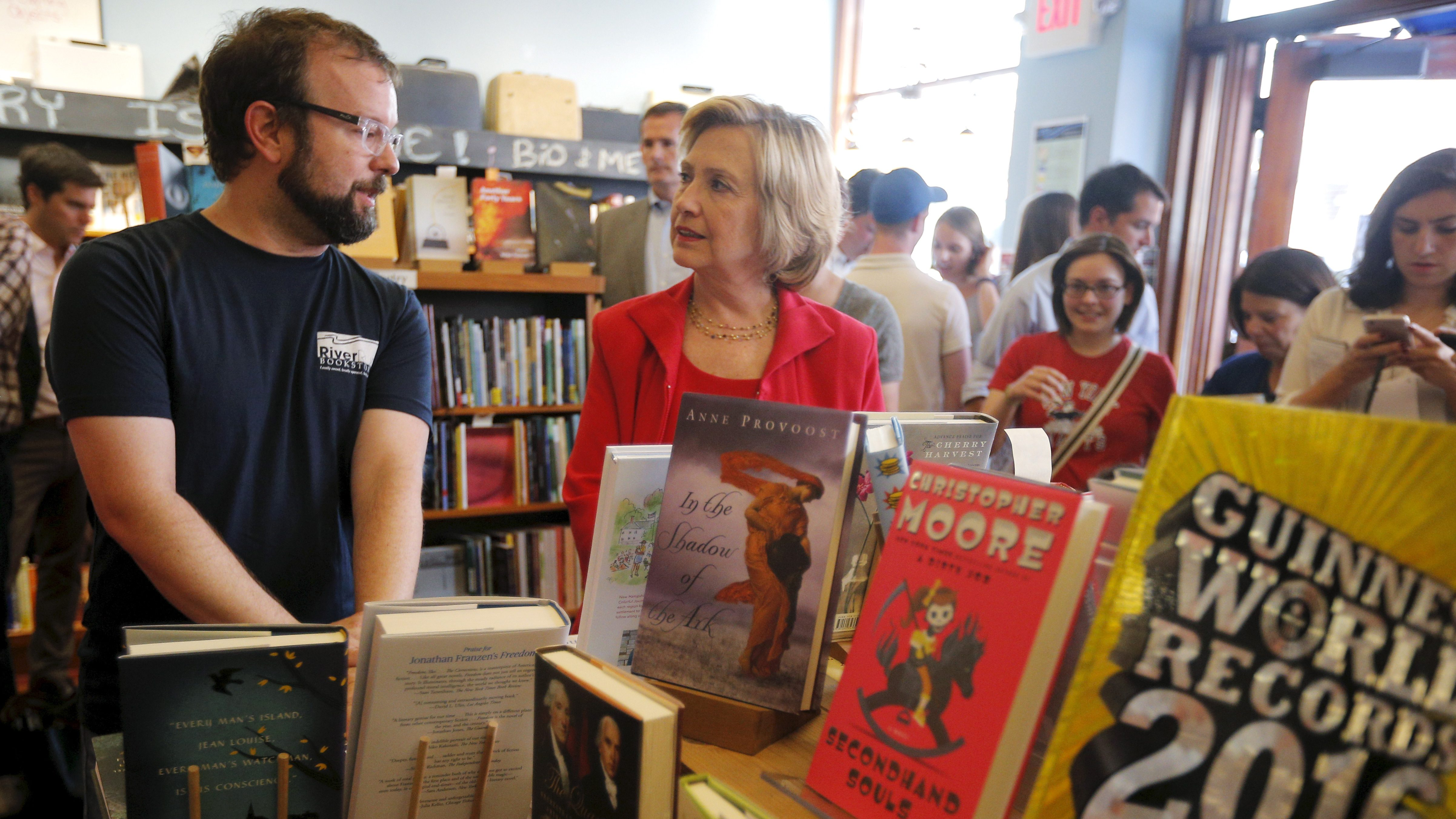 U.S. Democratic presidential candidate Hillary Clinton and Tom Holbook (L) talk about books at River Run Bookstore in Portsmouth, New Hampshire September 5, 2015.   REUTERS/Brian Snyder - RTX1R9KP