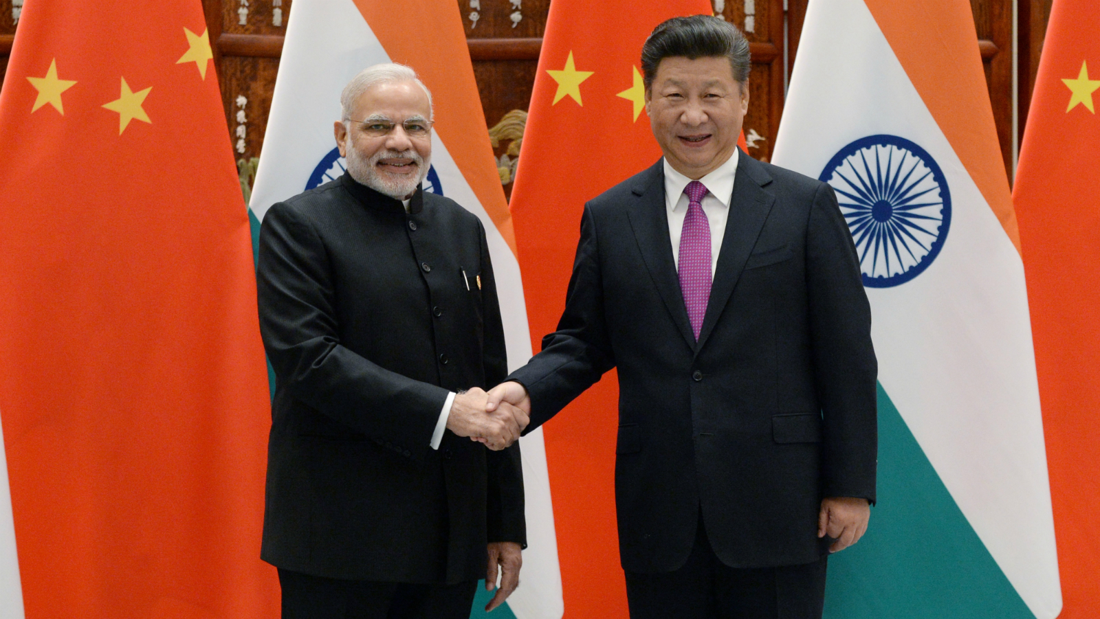 Indian Prime Minister Narendra Modi, left, poses with Chinese President Xi Jinping for a photo before a meeting at the West Lake State Guest House in Hangzhou, China, Sunday, Sept. 4, 2016, ahead of the G20 Leaders Summit.