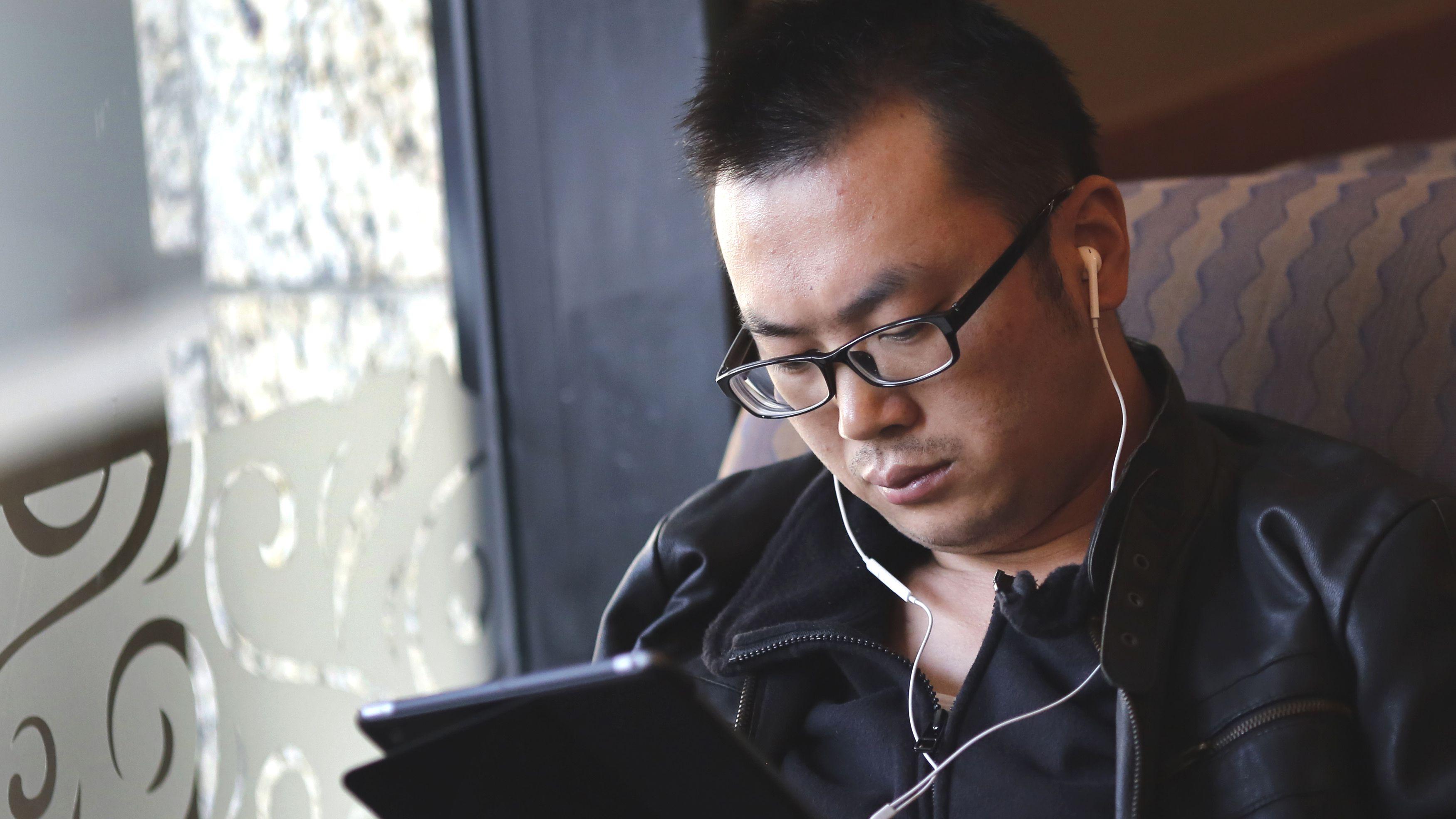 Man headphones working