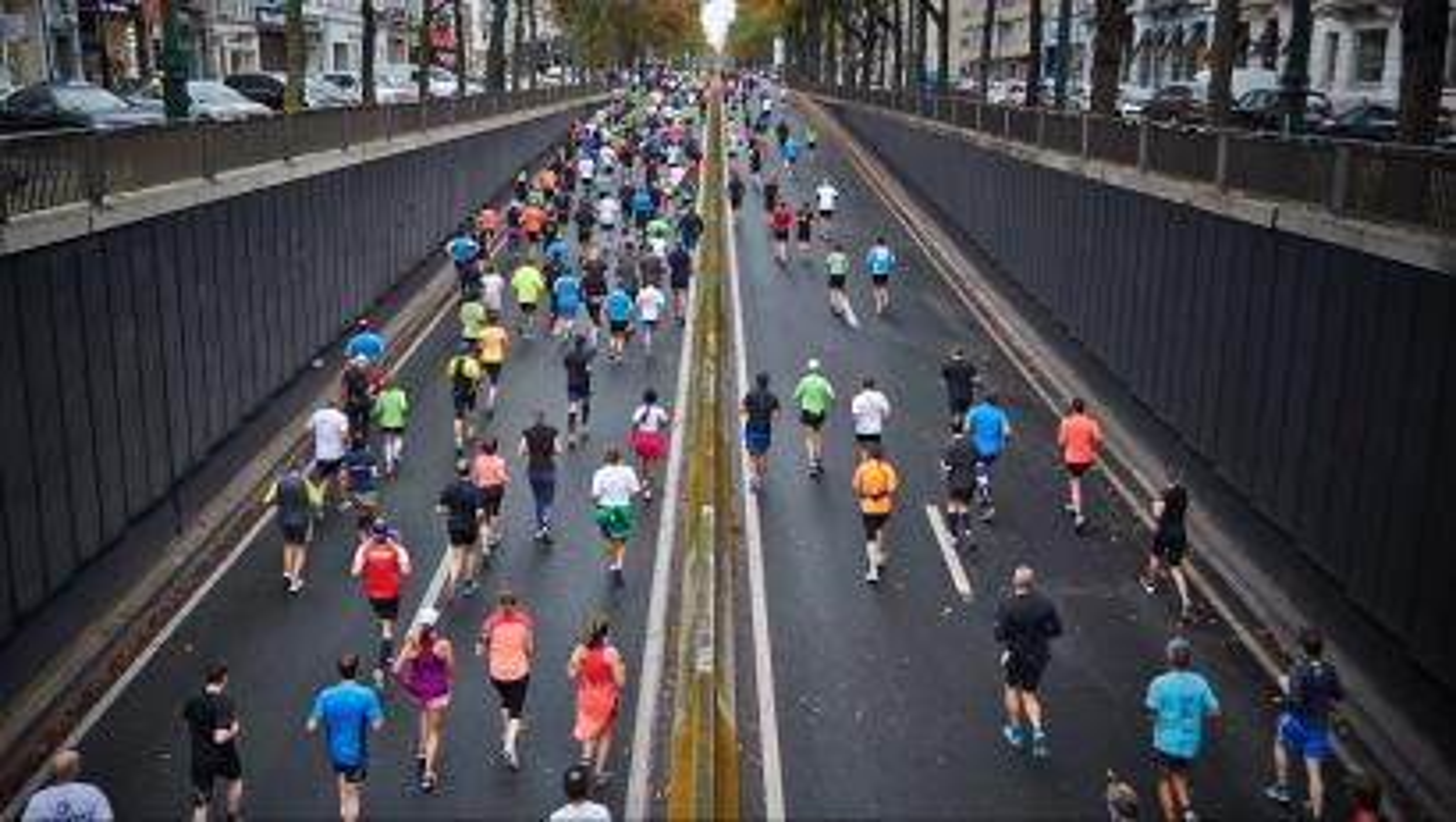 https://unsplash.com/search/marathon?photo=NPFu4GfFZ7E