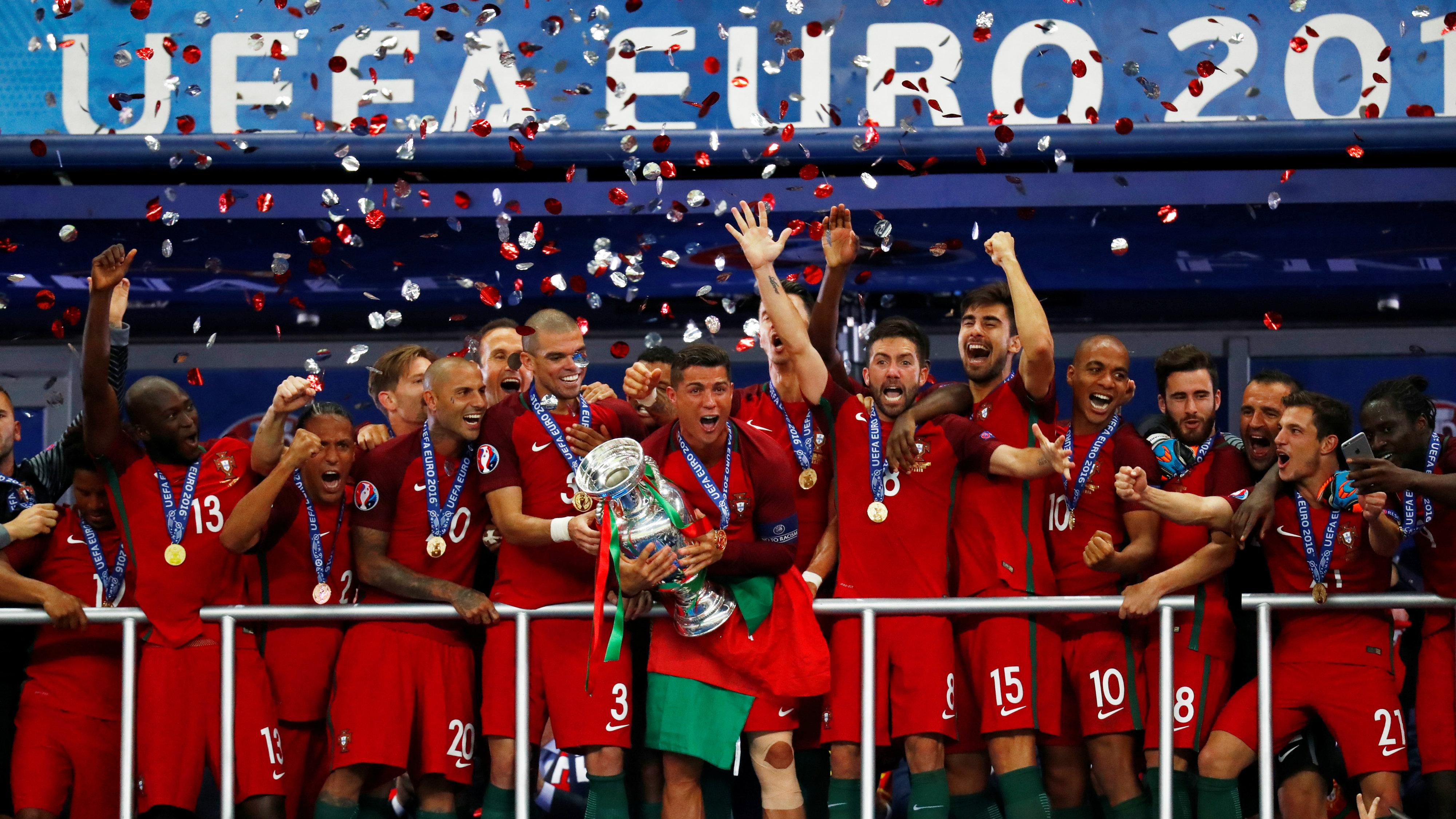 Portuguese football team celebrate Euros 2016 win